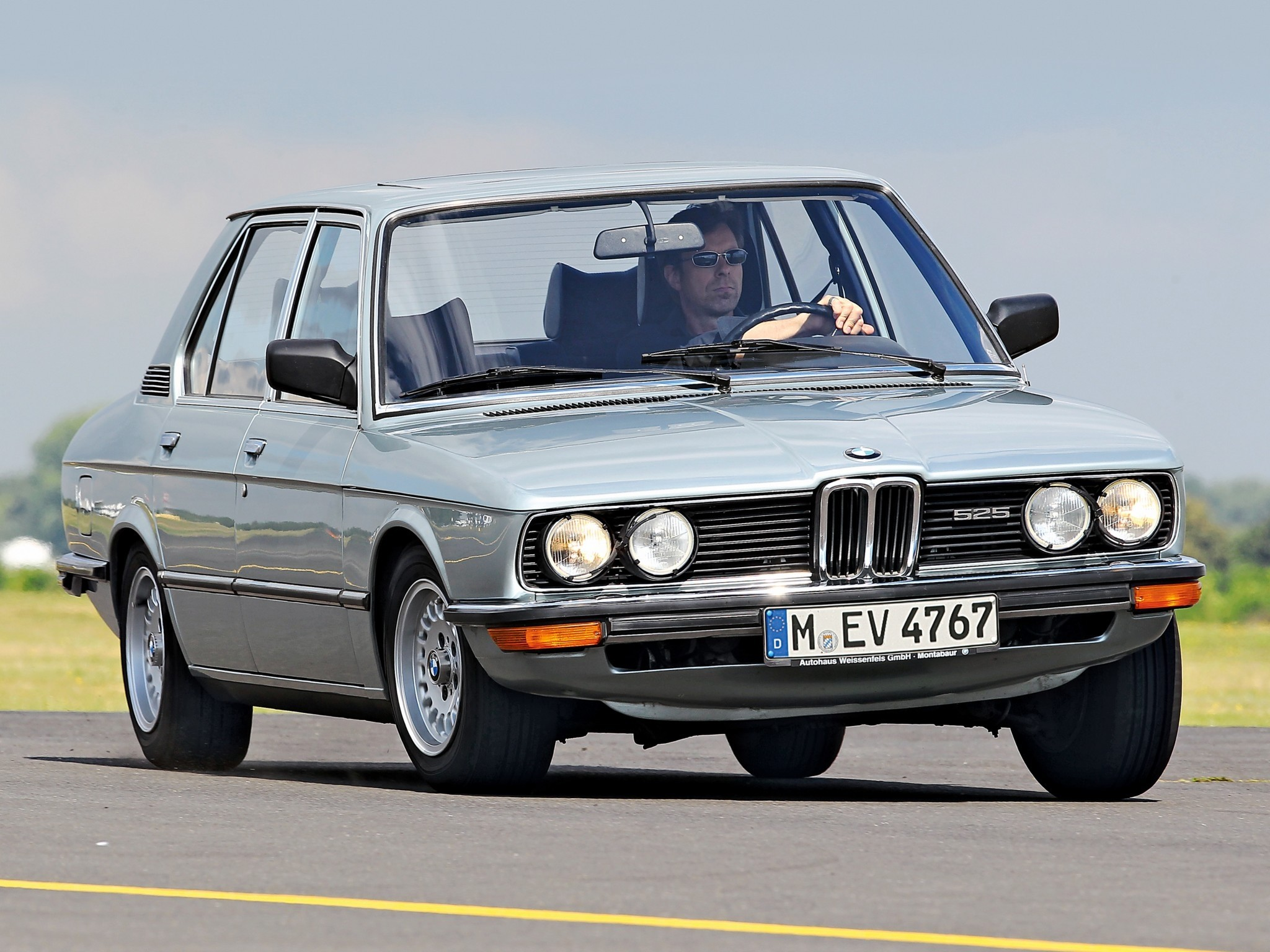 BMW 5 Series I (E12) 1972 - 1976 Sedan #6