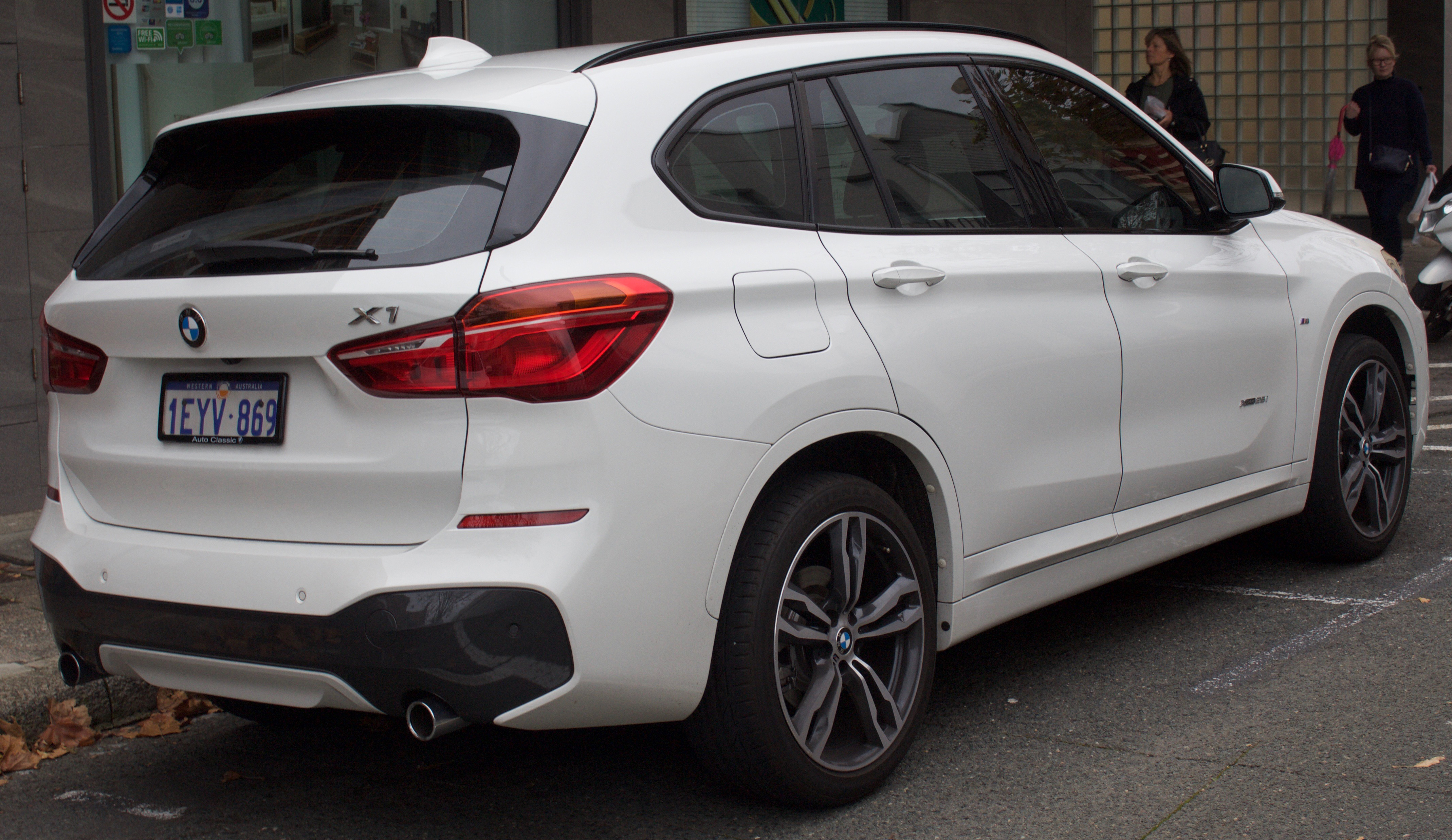 BMW X1 I (E84) 2009 - 2012 SUV 5 door #1