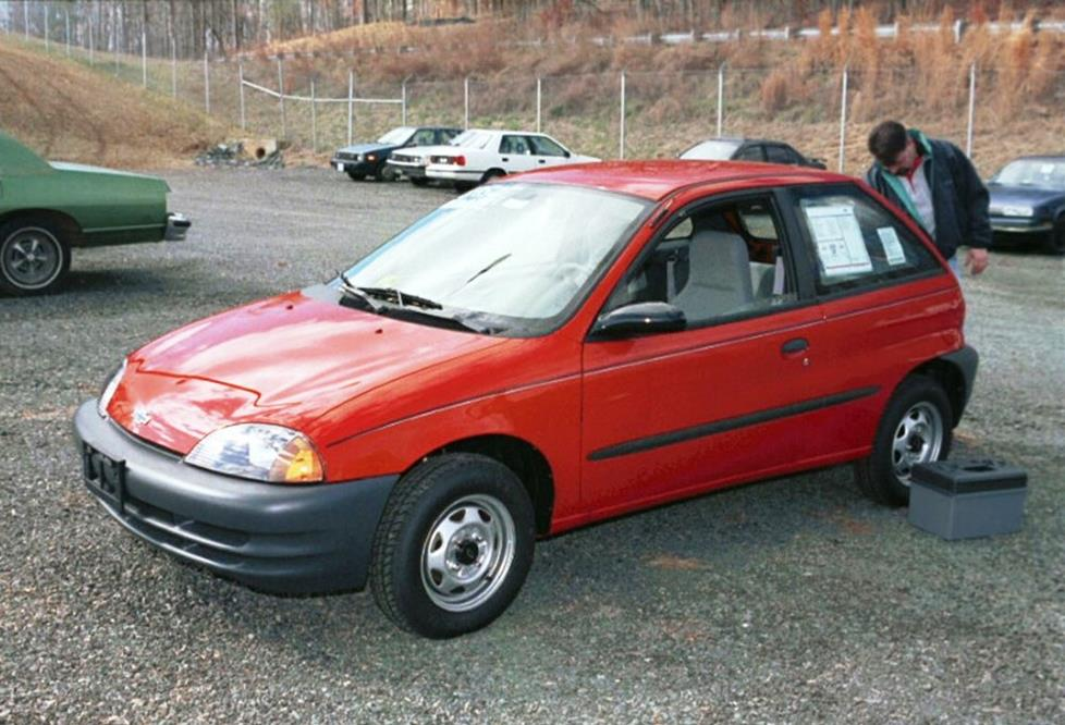 Chevrolet Metro 1998 - 2001 Hatchback 3 door #2