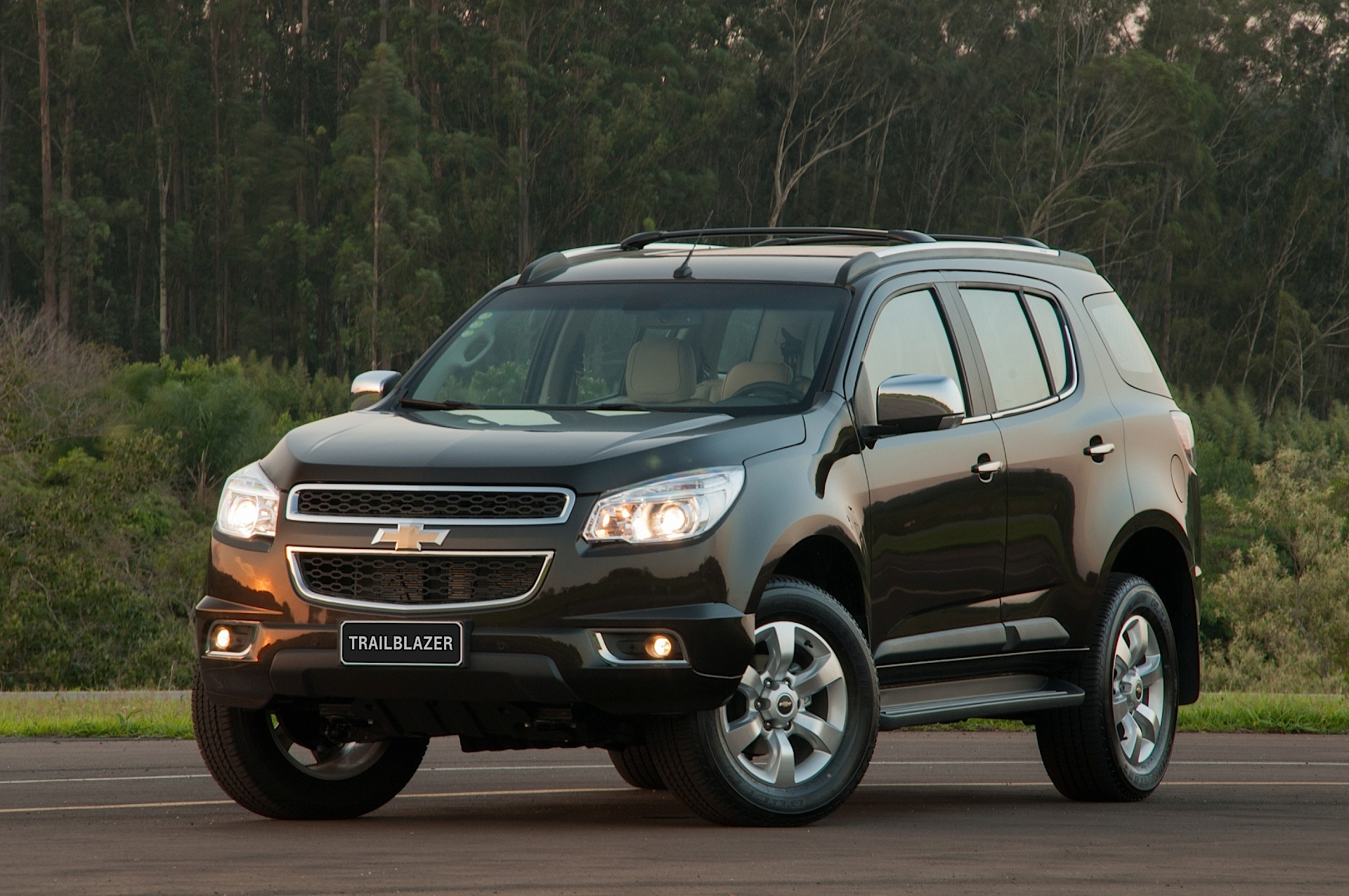 Chevrolet TrailBlazer II 2012 - 2016 SUV 5 door #2
