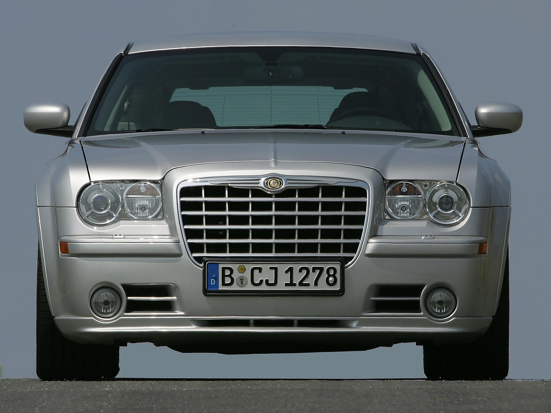 Chrysler 300C SRT8 I 2004 - 2010 Sedan #2
