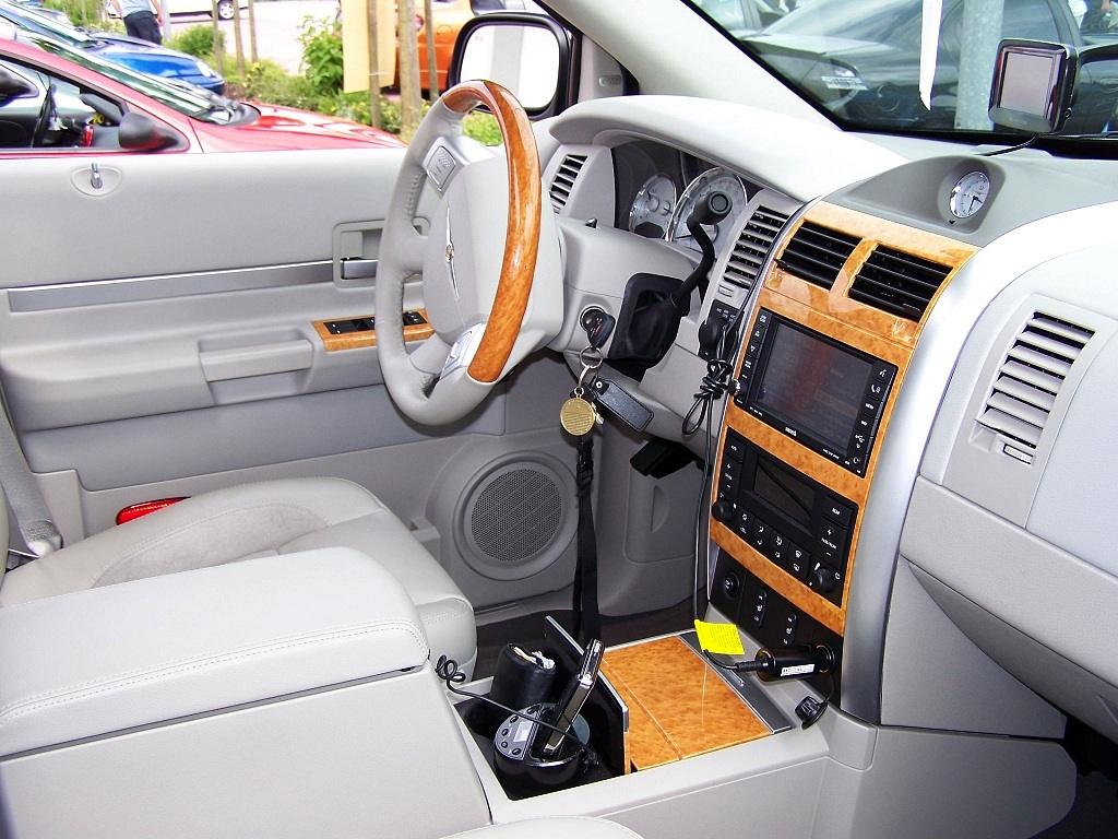 Chrysler Aspen 2006 - 2008 SUV 5 door #7