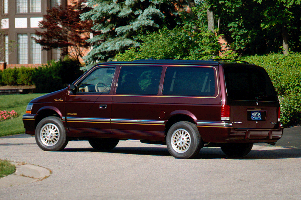 Chrysler Town & Country II 1990 - 1995 Minivan #6