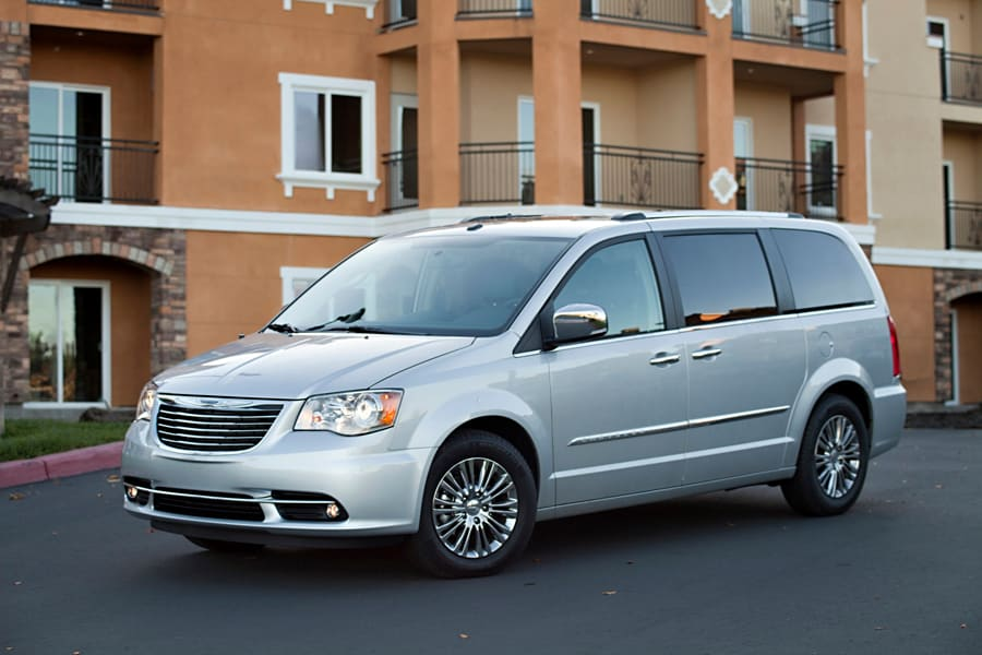 Chrysler Town & Country III 1995 - 2000 Minivan #4