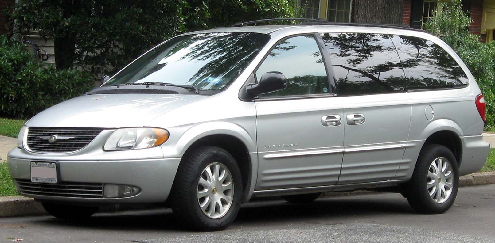 Chrysler Town & Country III 1995 - 2000 Minivan #6