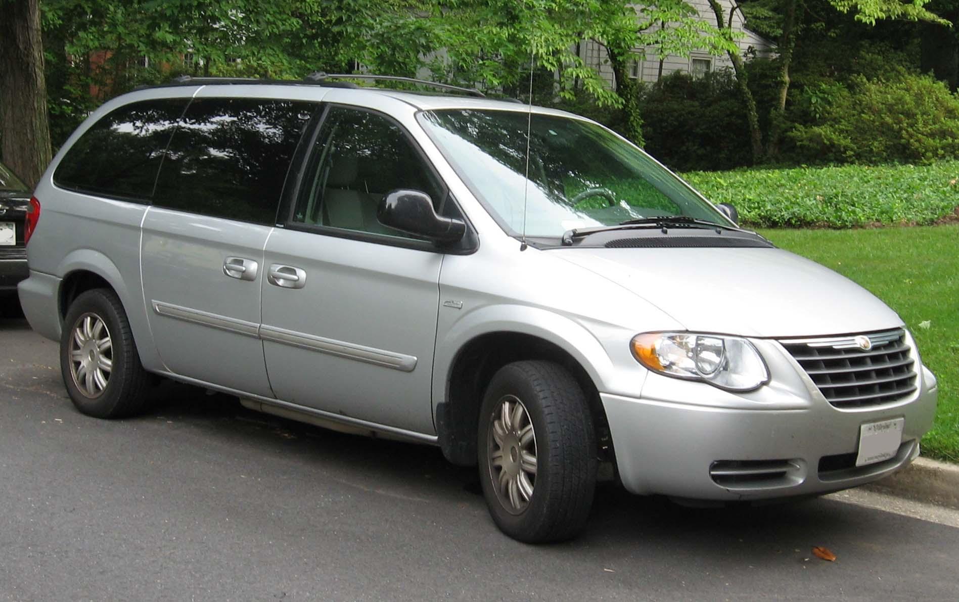 Chrysler Town & Country IV 2000 - 2004 Minivan #3