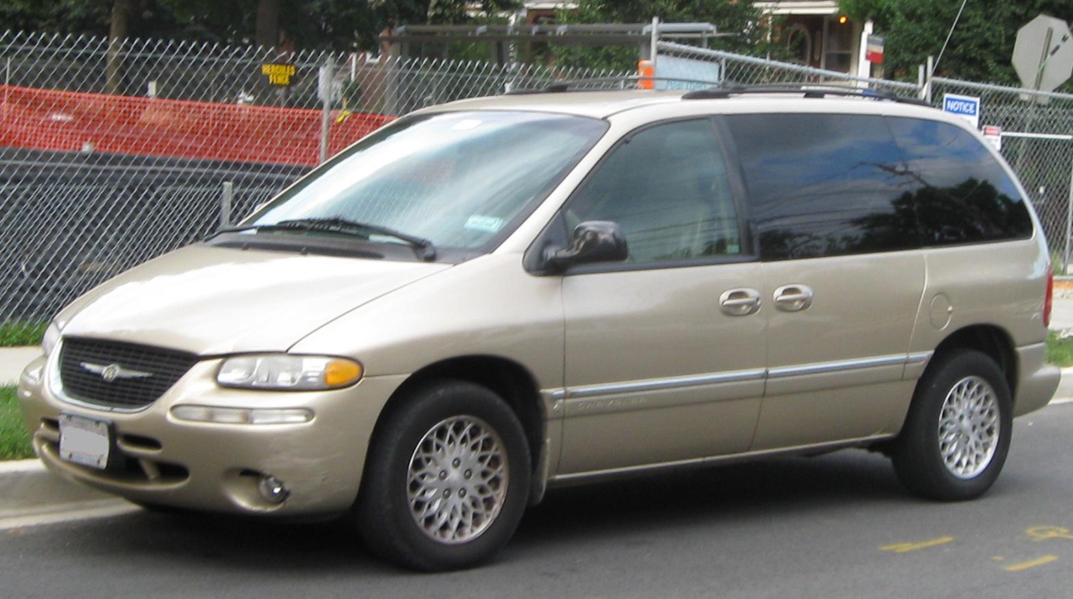 Chrysler Town & Country IV 2000 - 2004 Minivan #1