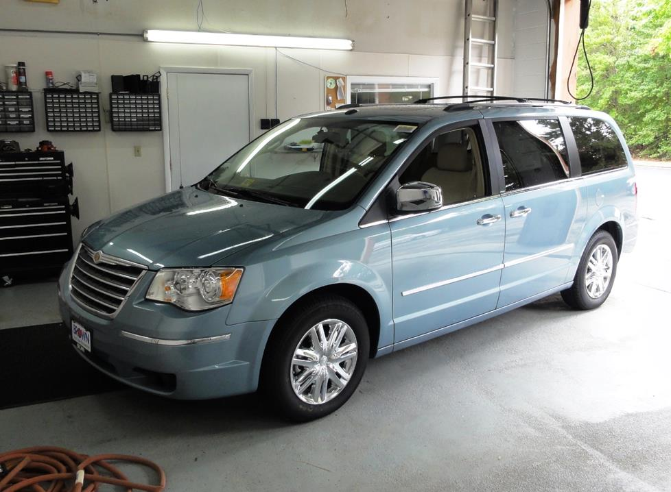 Chrysler Town & Country IV Restyling 2004 - 2007 Minivan #1