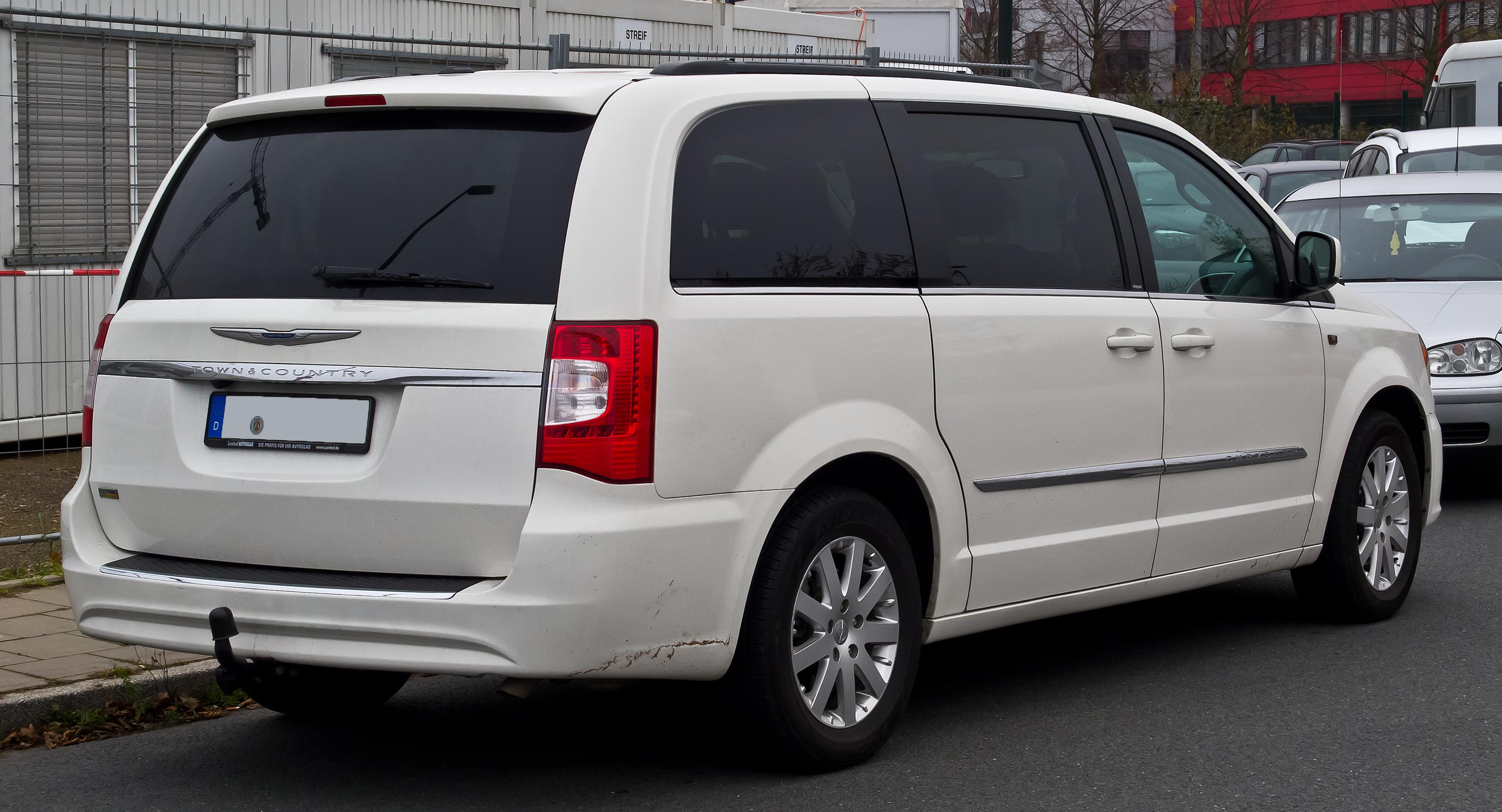 Chrysler Town & Country V Restyling 2010 - 2016 Minivan #4