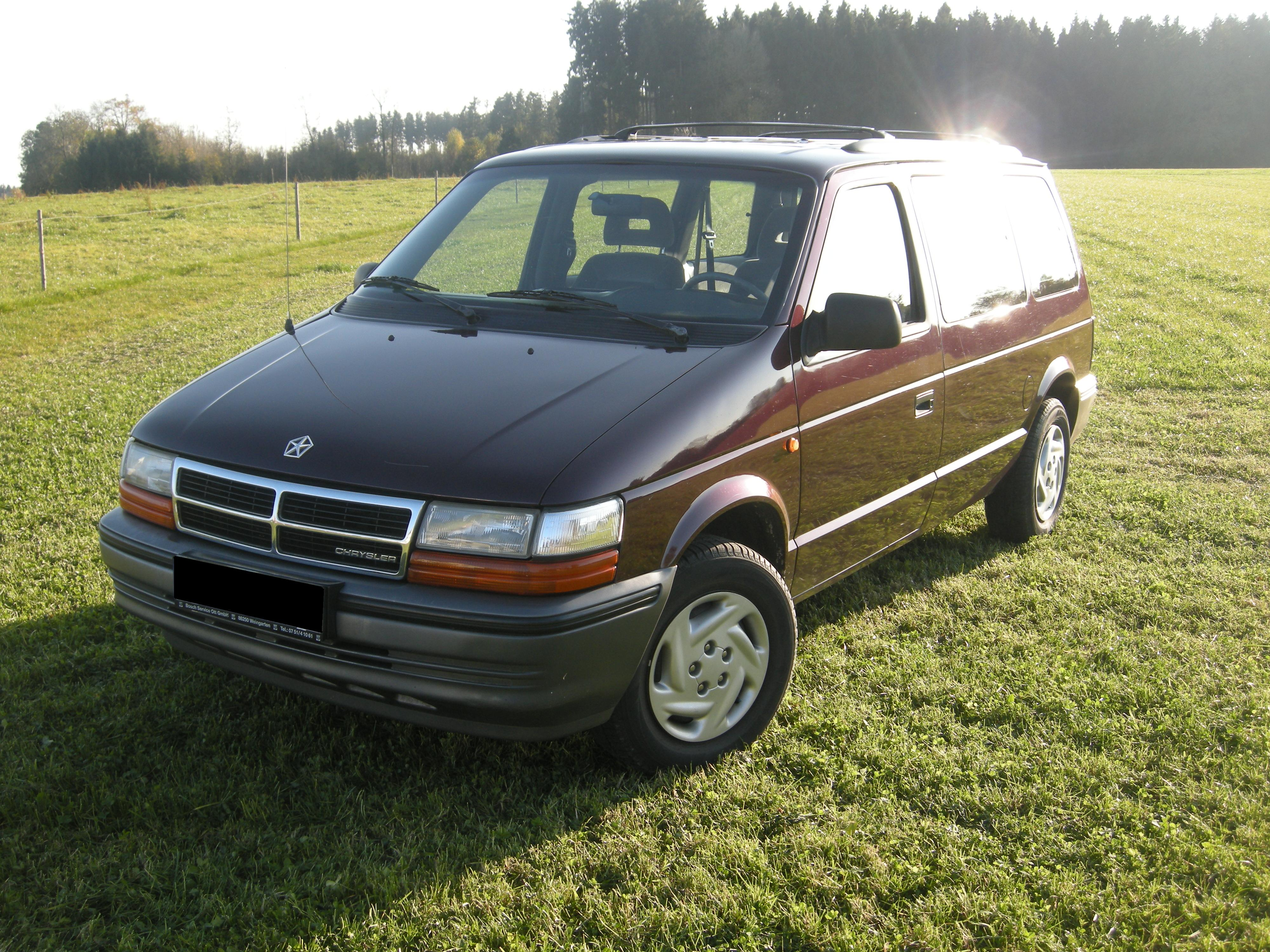 Chrysler Voyager II 1991 - 1995 Minivan #3