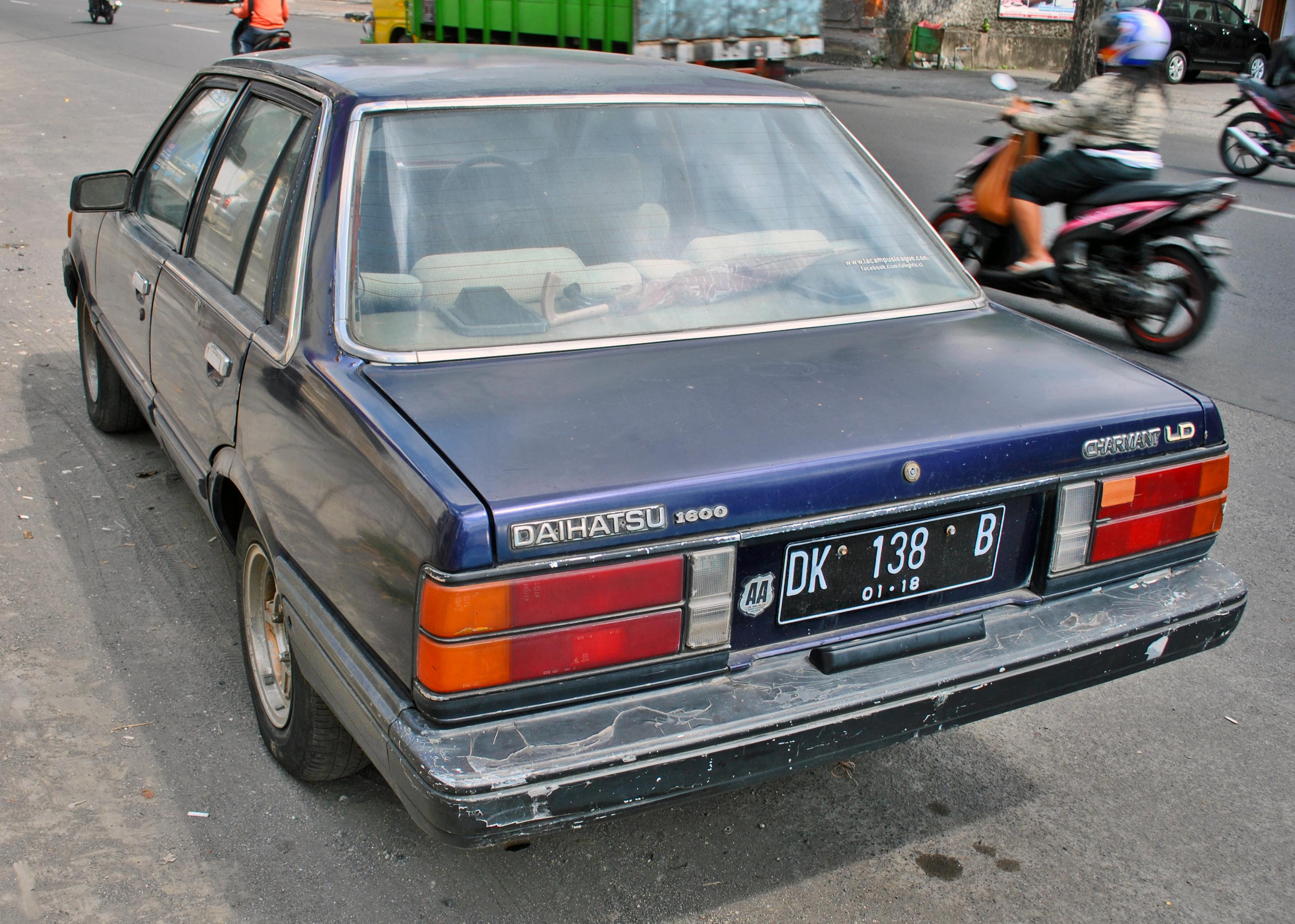 Daihatsu Charmant 1981 - 1987 Sedan #8