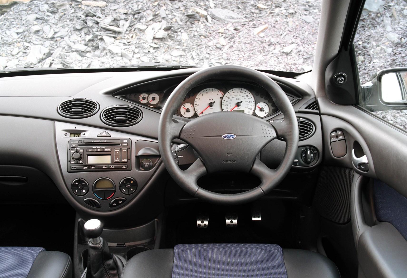Ford Focus I 1998 2001 Sedan Outstanding Cars 2000 Se 2
