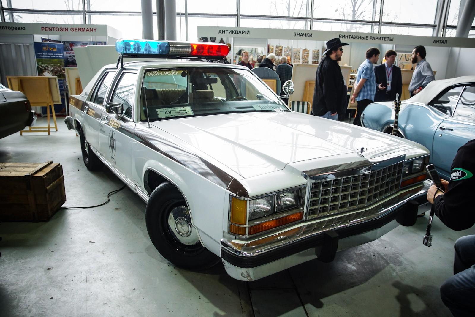Ford LTD Crown Victoria 1983 - 1991 Sedan #1