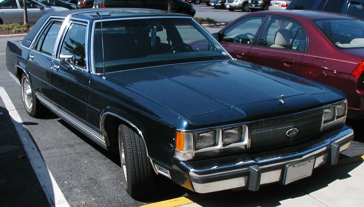 Ford LTD Crown Victoria 1983 - 1991 Sedan #2