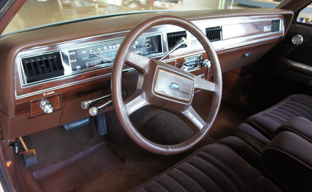 Ford LTD Crown Victoria 1983 - 1991 Sedan #6