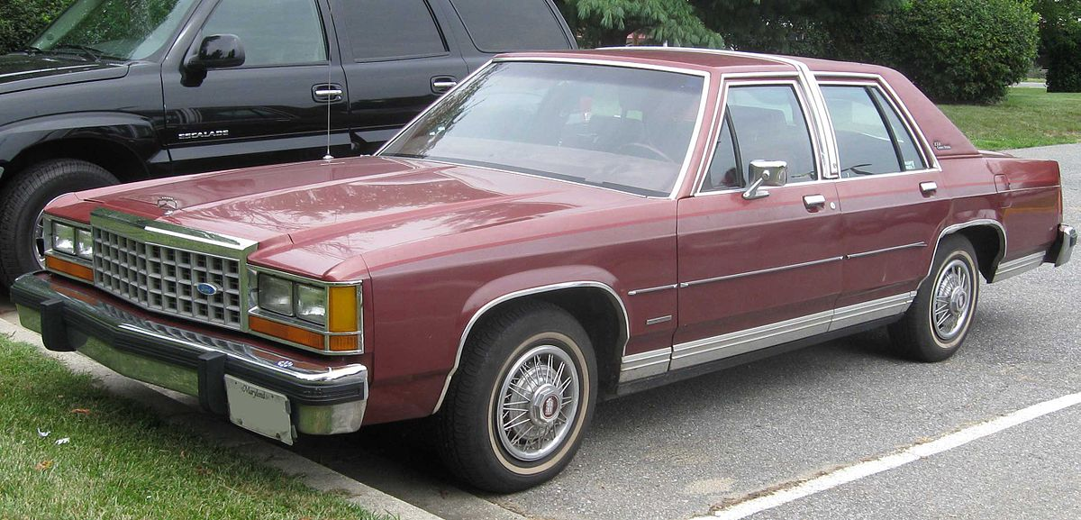 Ford LTD Crown Victoria 1983 - 1991 Sedan #7
