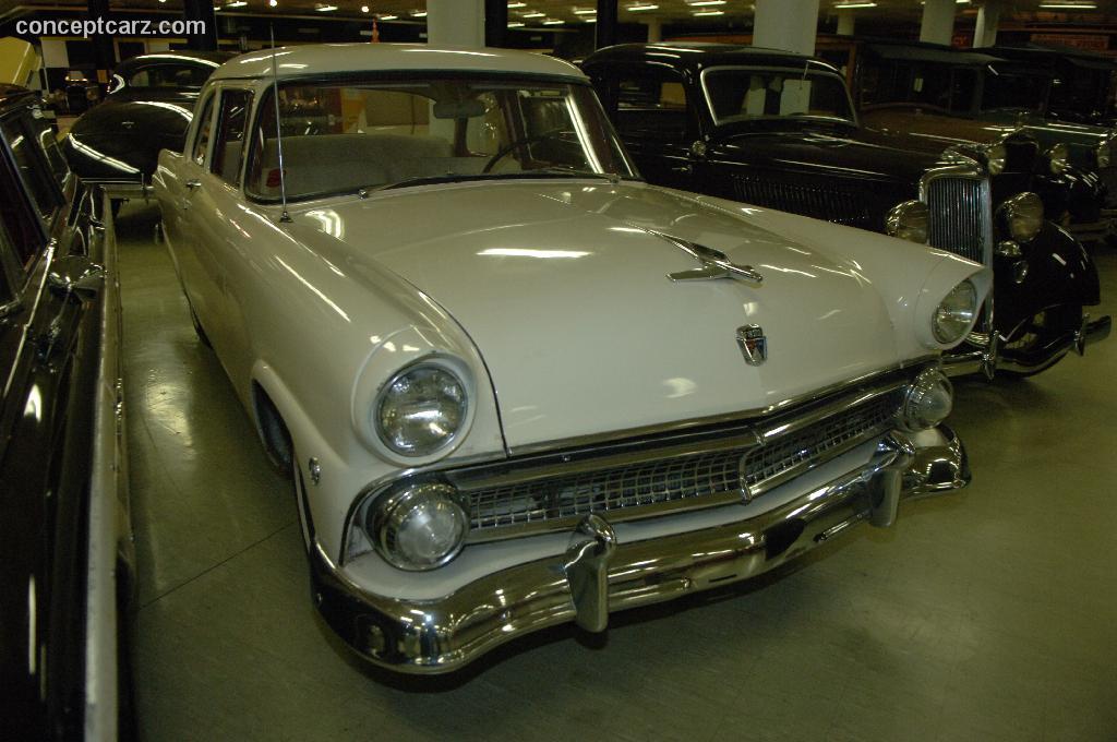 Ford Mainline 1952 - 1956 Sedan #3