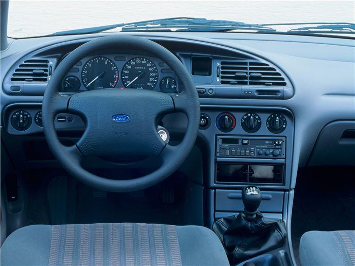 Ford Mondeo I 1993 - 1996 Liftback #3