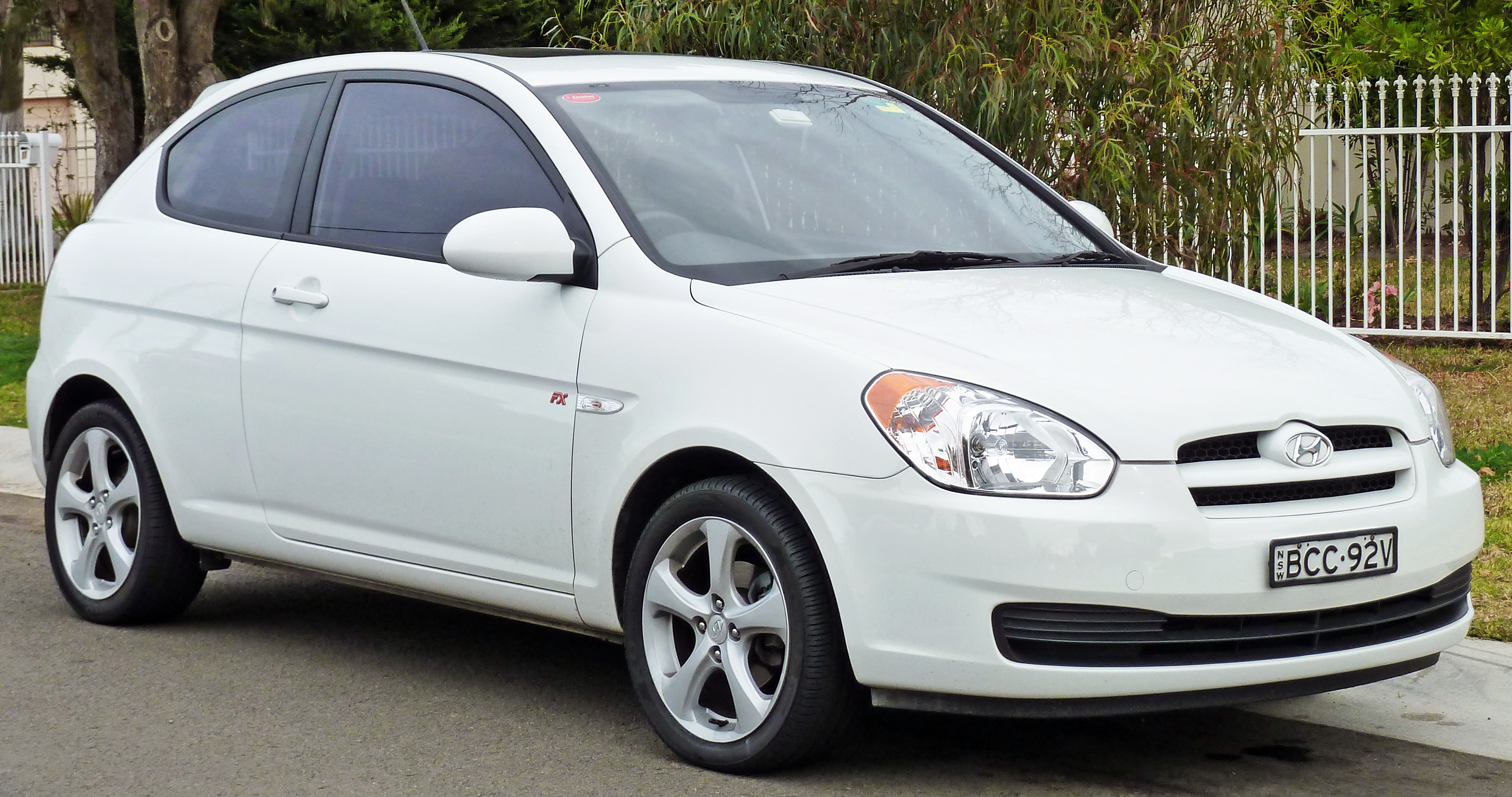 Hyundai Accent II Restyling 2003 - 2006 Hatchback 3 door #2