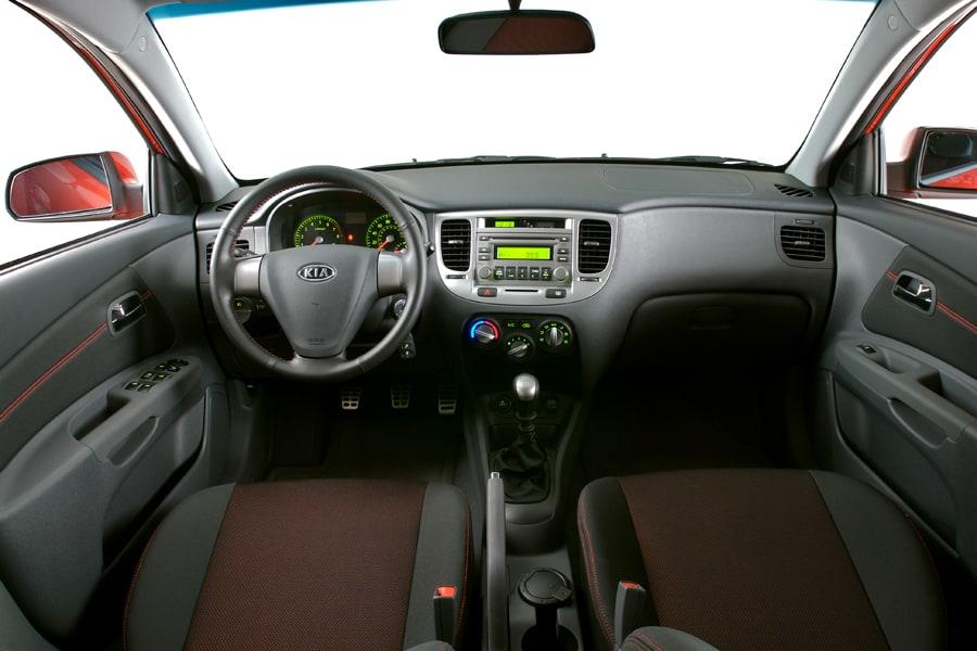 Kia Cerato I 2003 - 2006 Hatchback 5 door #2