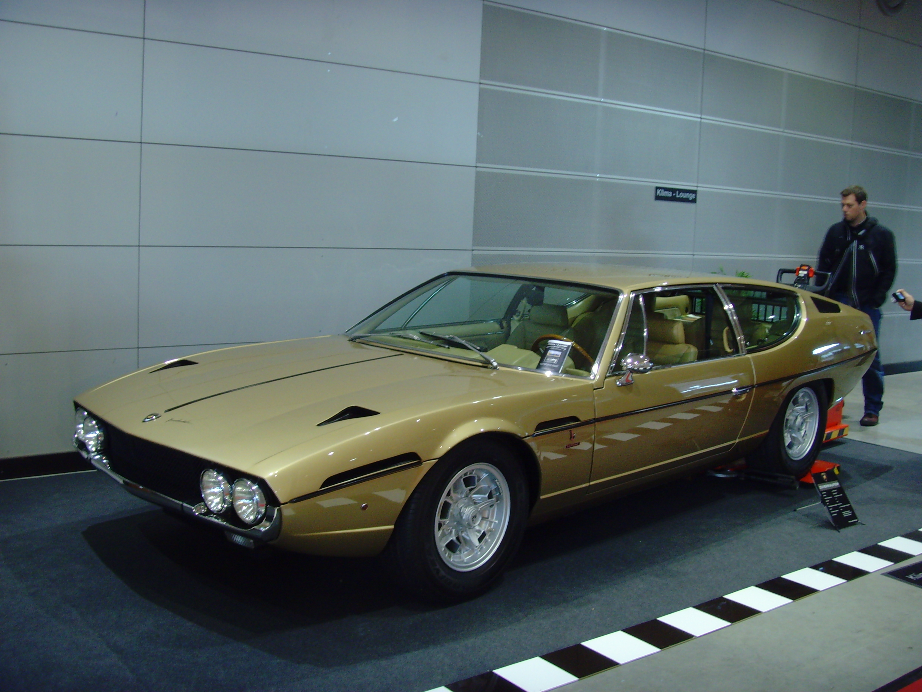 http://carsot.com/images/lamborghini-espada-1968-1981-coupe-exterior.jpg