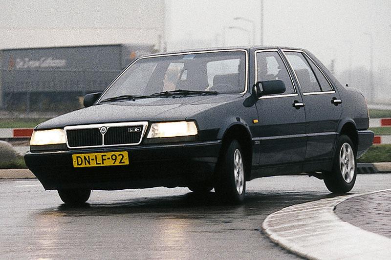 http://carsot.com/images/lancia-dedra-1989-2000-sedan-interior-3.jpg
