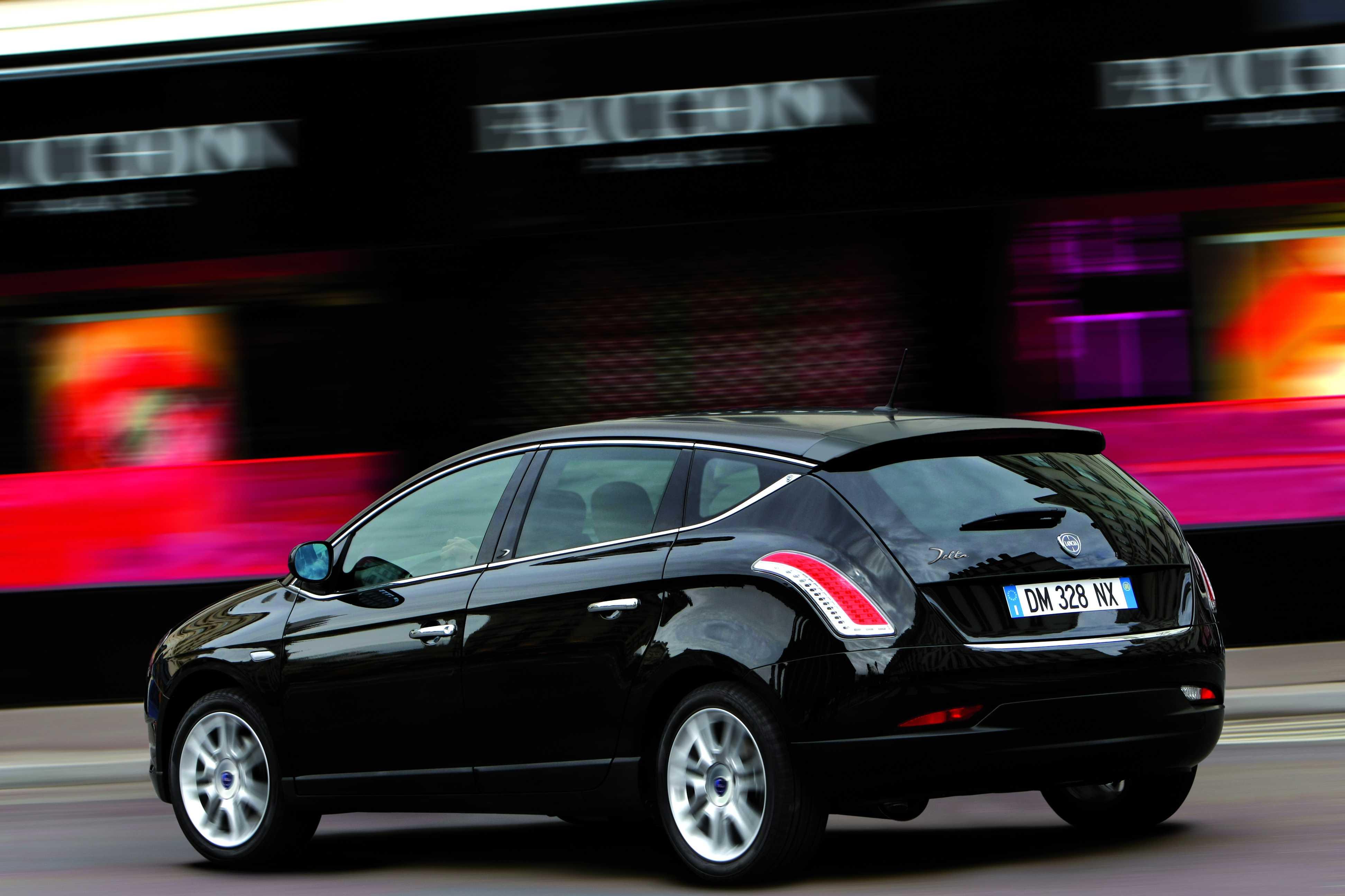 http://carsot.com/images/lancia-delta-iii-844-2008-2011-hatchback-5-door-exterior-3.jpg