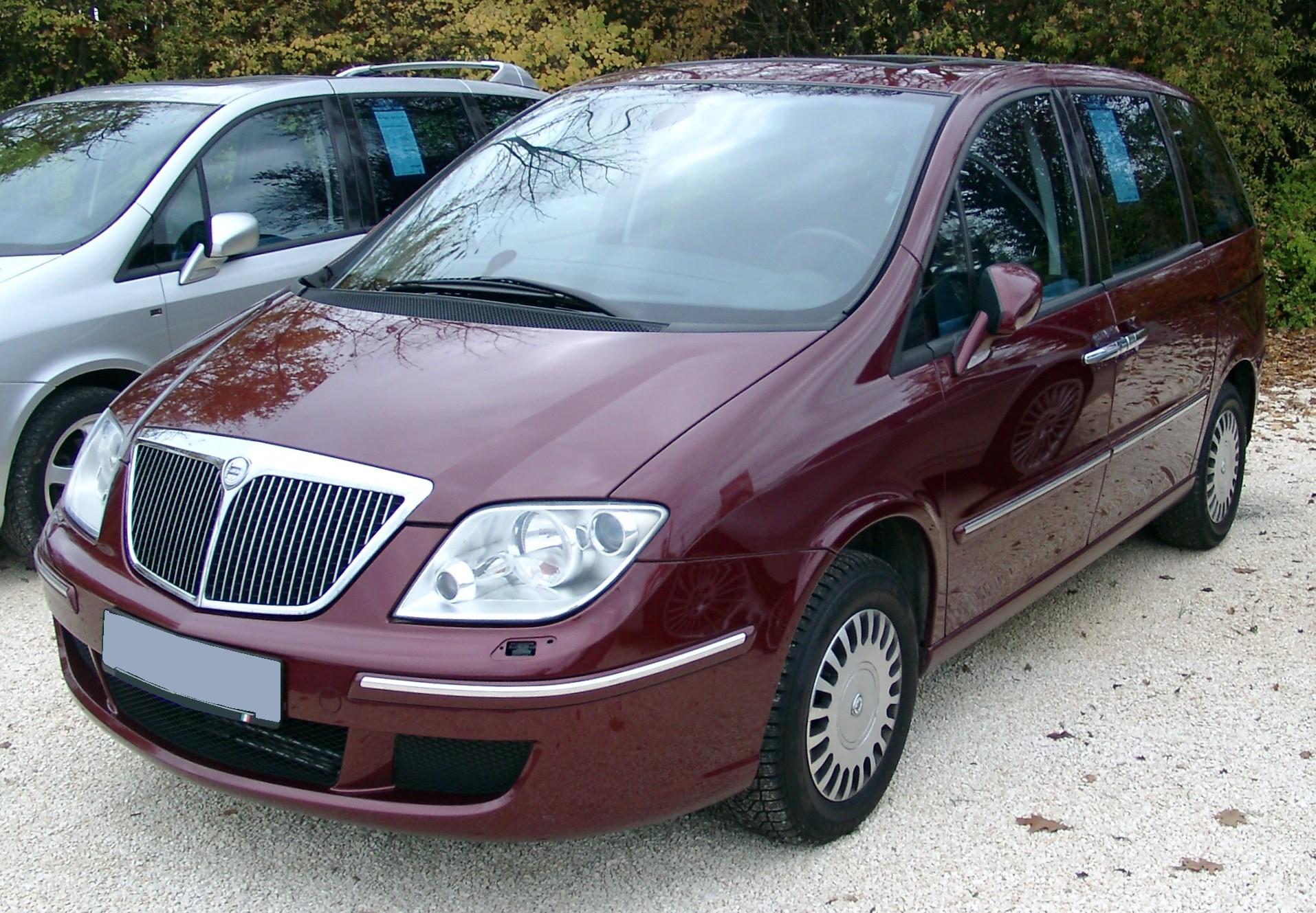 http://carsot.com/images/lancia-phedra-2002-2010-compact-mpv-interior-1.jpg