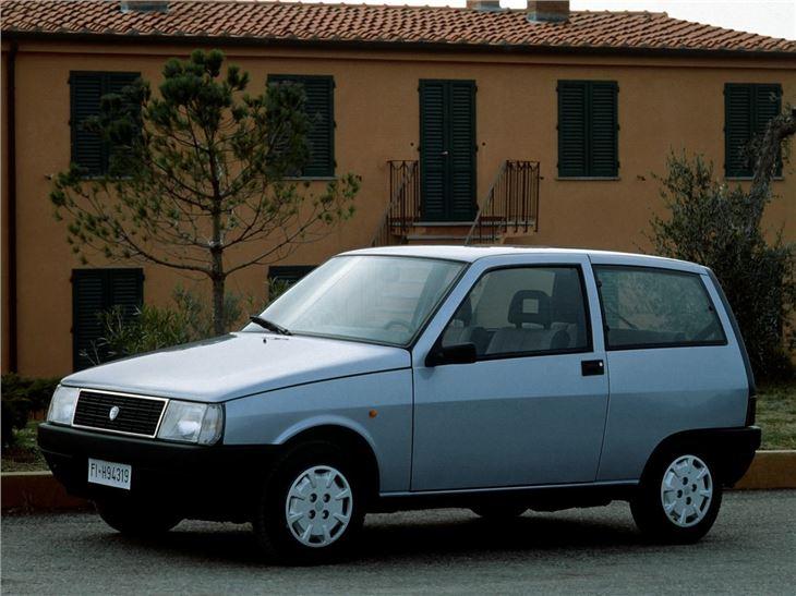 http://carsot.com/images/lancia-y10-1985-1995-hatchback-3-door-interior-1.jpg