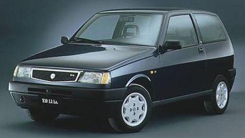 http://carsot.com/images/lancia-y10-1985-1995-hatchback-3-door-interior-3.jpg