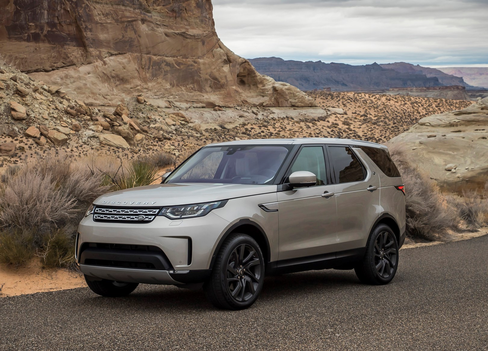 Land Rover Discovery V 2017 - now SUV 5 door #1