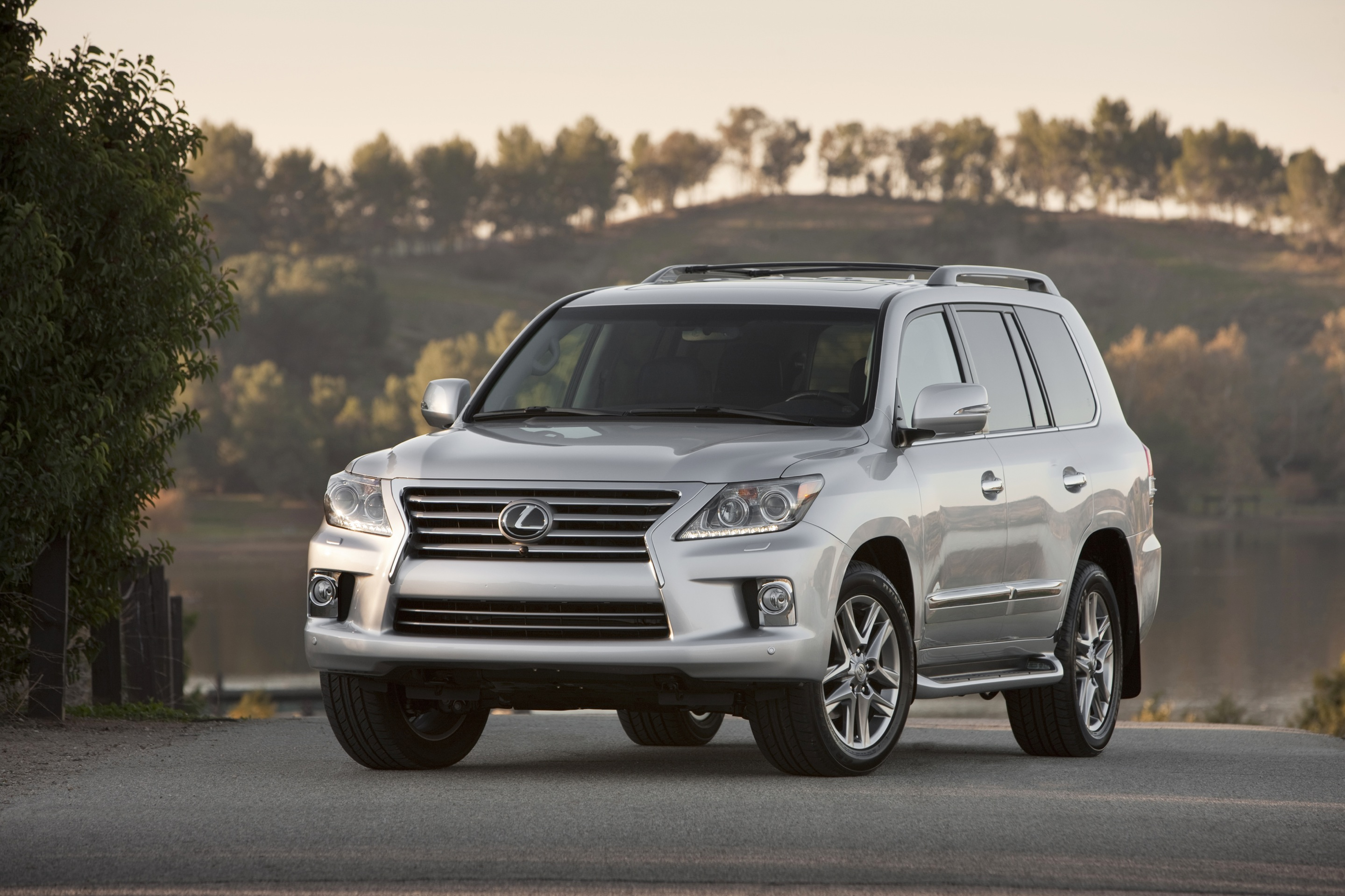 Lexus LX III Restyling 2 2015 - now SUV 5 door #4