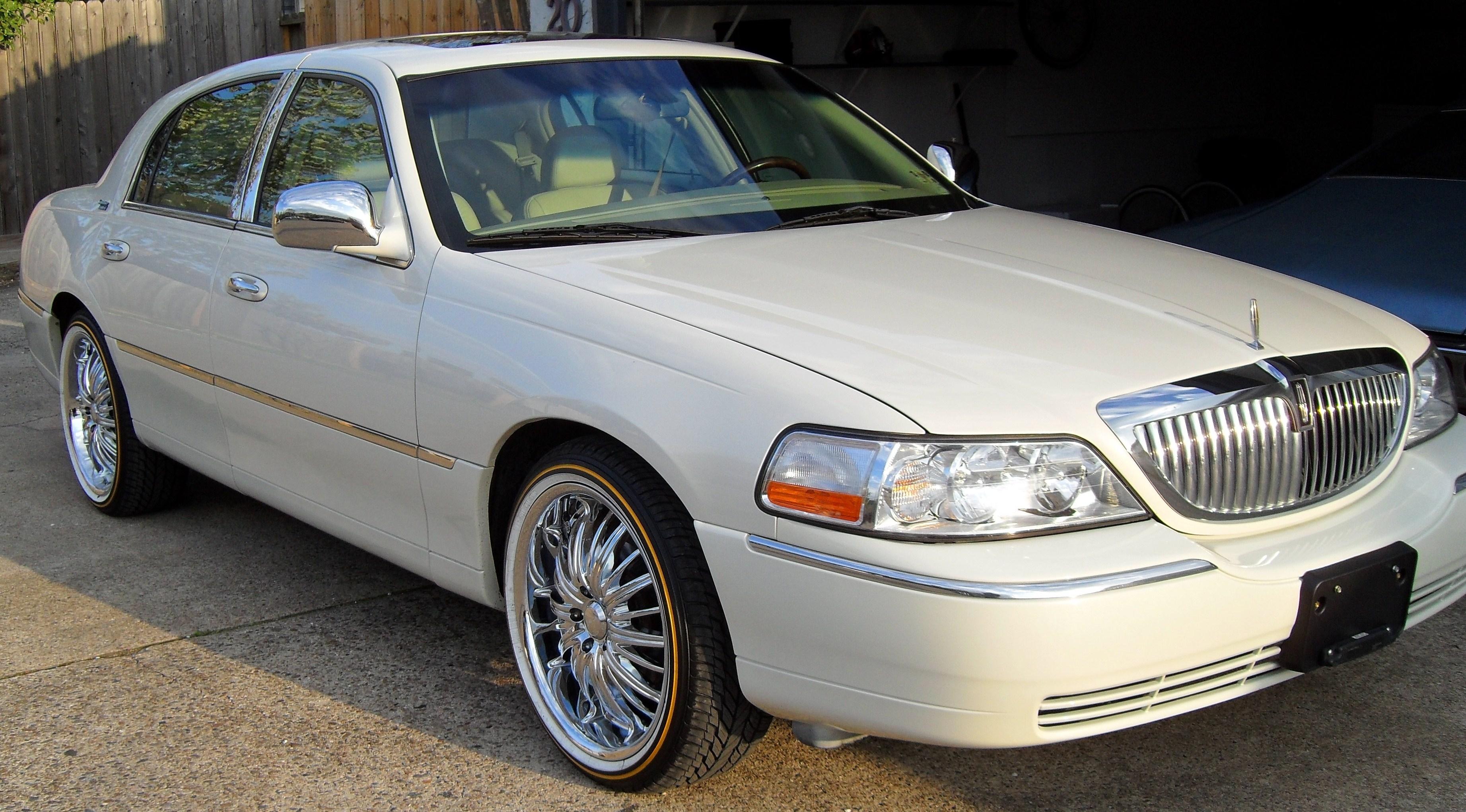 Lincoln Town Car III 1997 - 2003 Sedan :: OUTSTANDING CARS