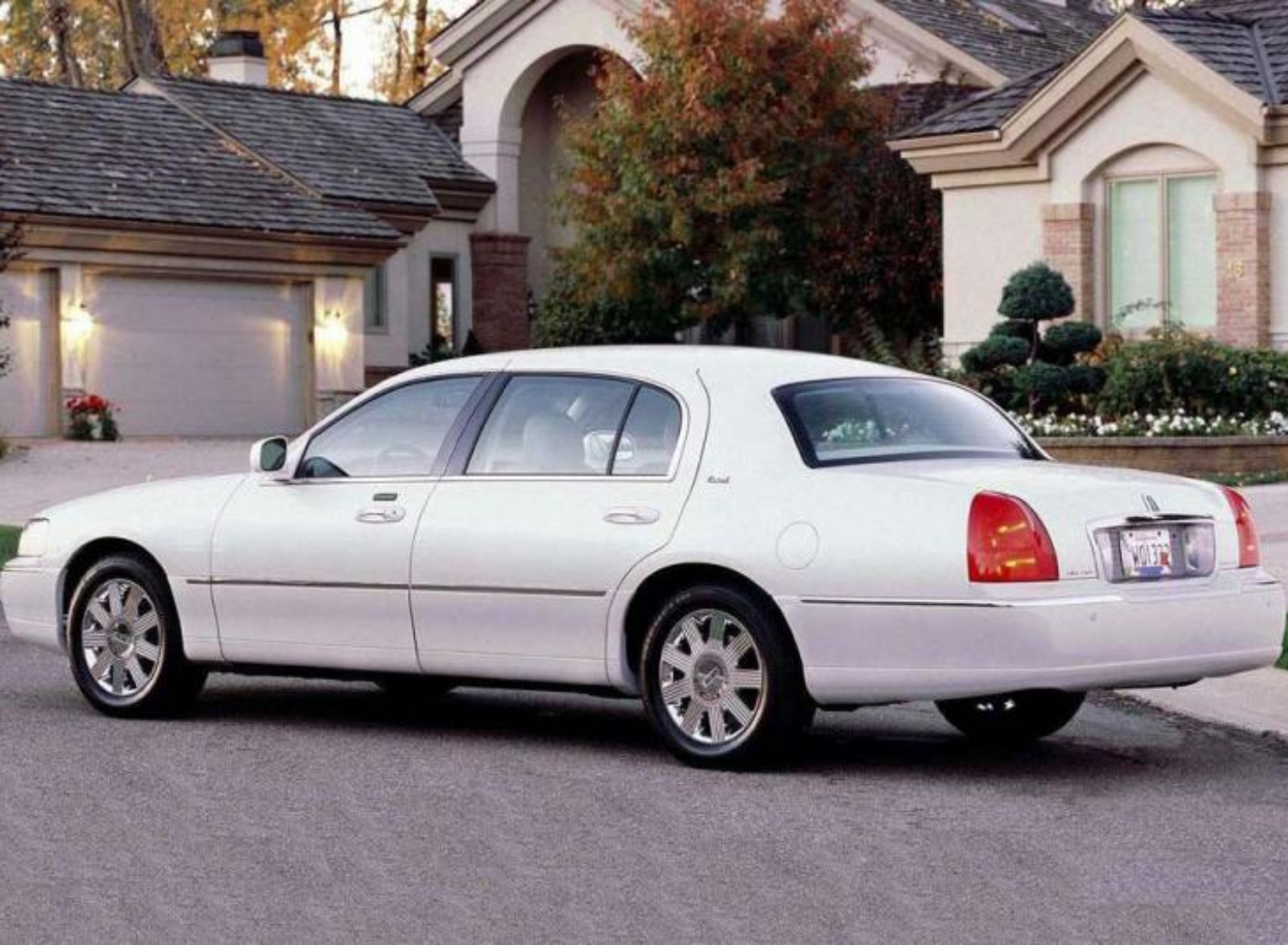 Lincoln Town Car III Restyling 2003 - 2011 Sedan #8