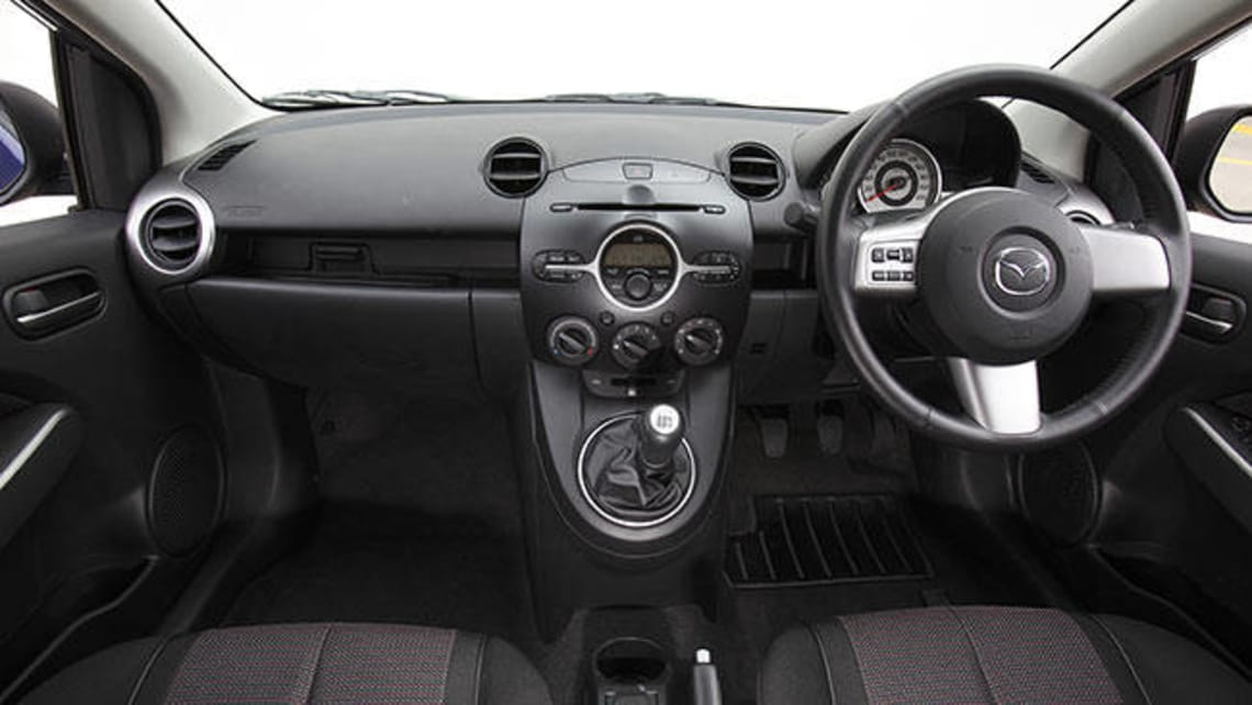 mazda 2 i dy 2003 2005 hatchback 5 door outstanding. Black Bedroom Furniture Sets. Home Design Ideas