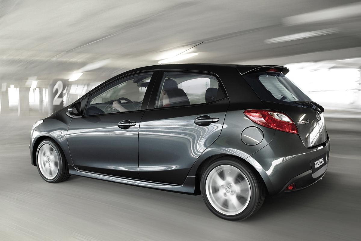 http://carsot.com/images/mazda-2-ii-de-2007-2010-hatchback-3-door-interior-1.jpg