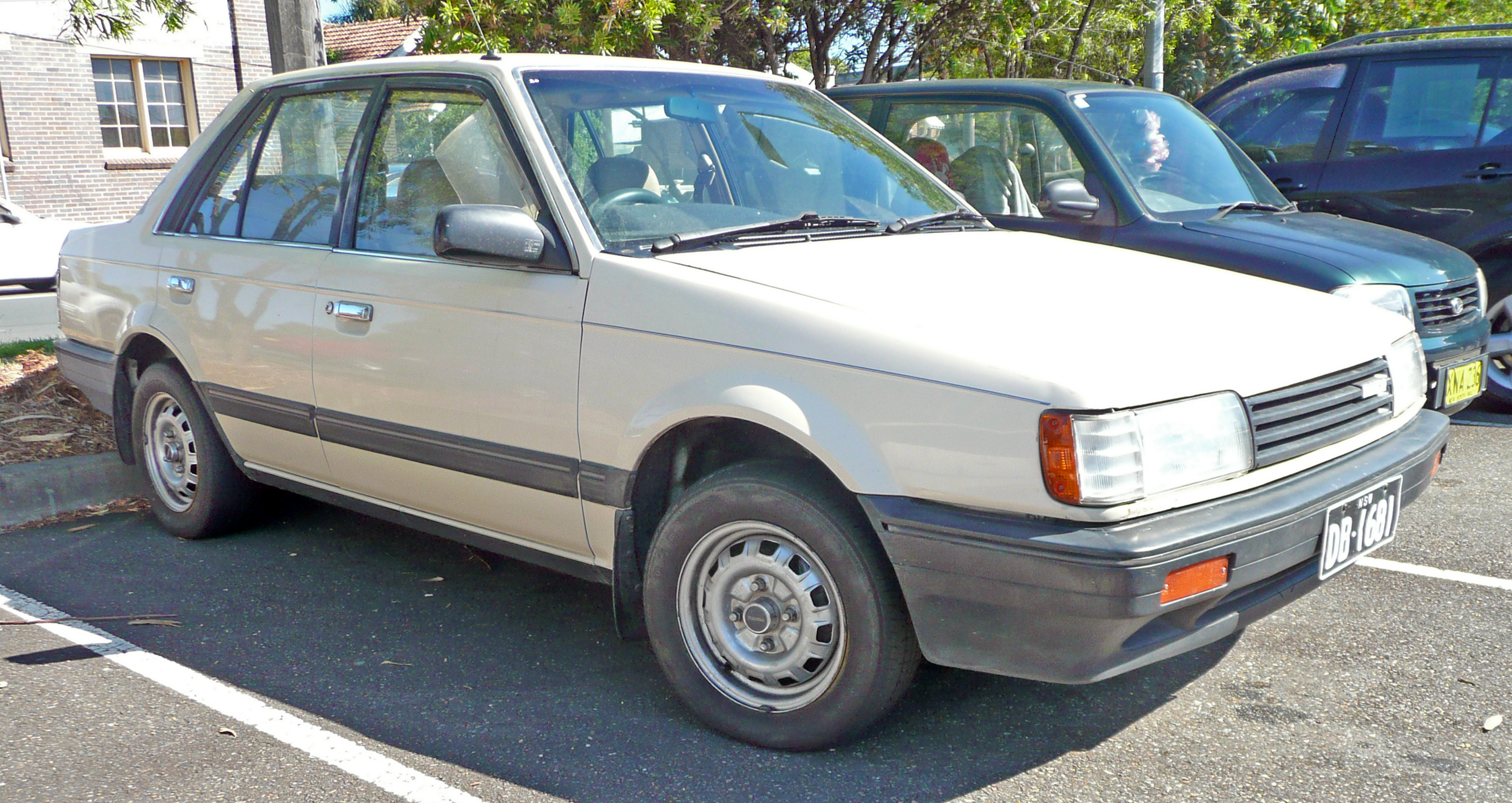 mazda 323 iii bf 1985 1989 station wagon 5 door outstanding cars rh carsot com Manual Mazda 325 Mazda Auto Repair Manual