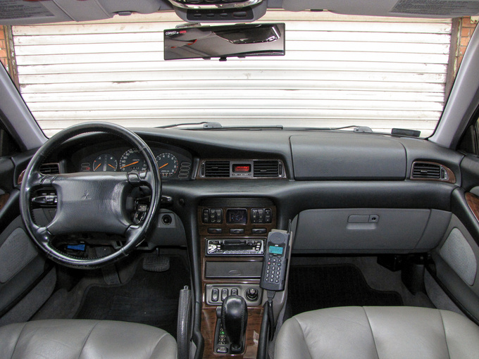 Mitsubishi Sigma 1990 - 1996 Sedan #1