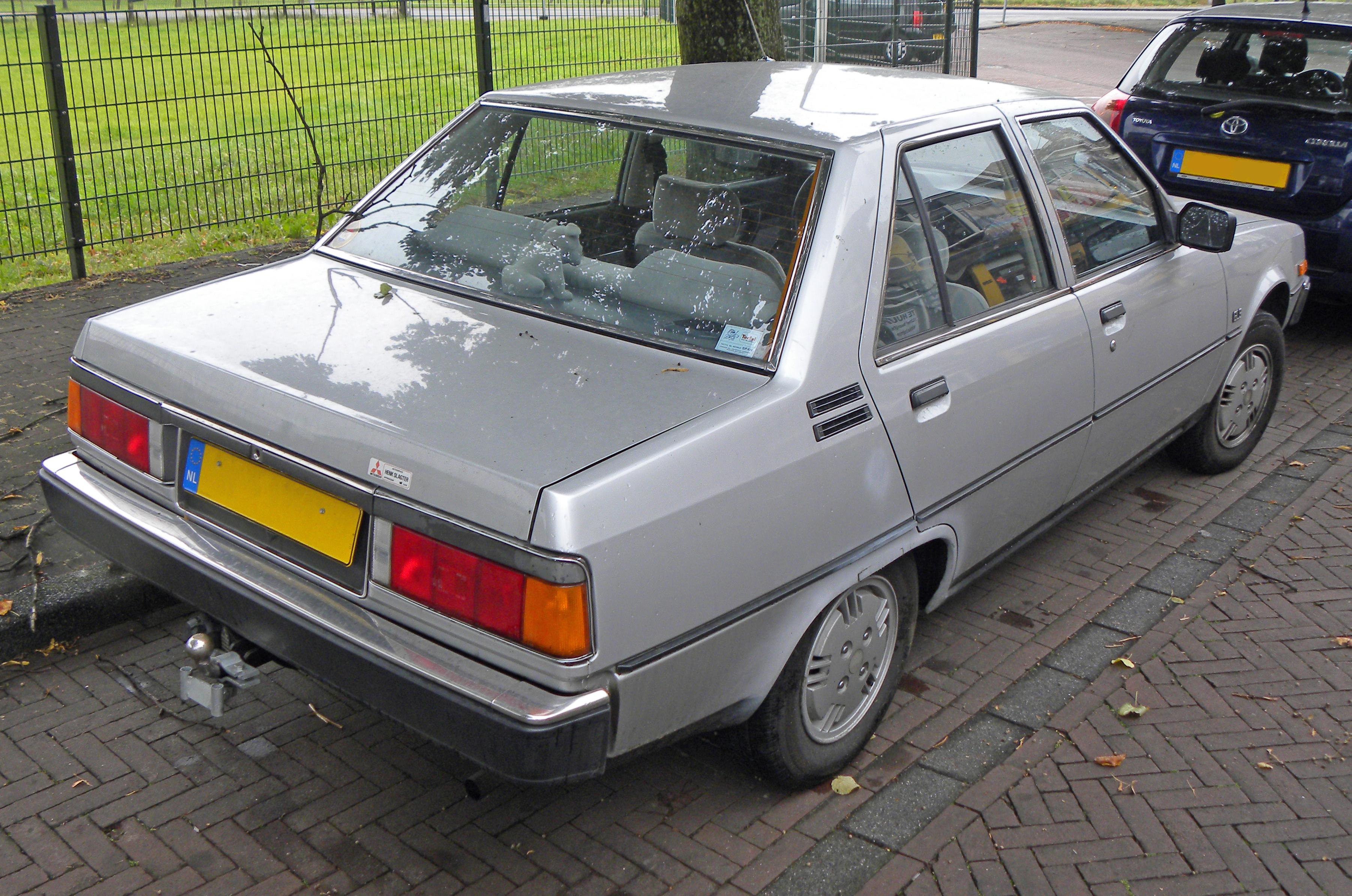 Mitsubishi Tredia 1982 - 1987 Sedan #1