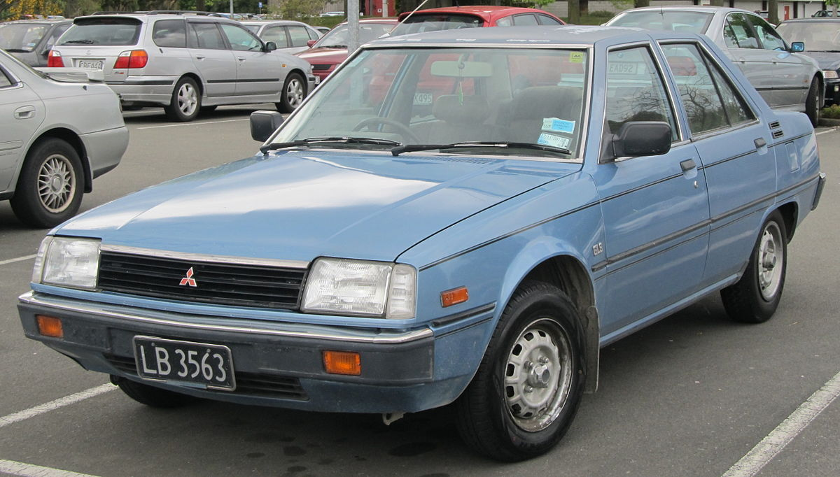 Mitsubishi Tredia 1982 - 1987 Sedan #7