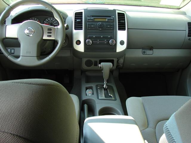 Nissan Crew 1993 - 2009 Sedan #8