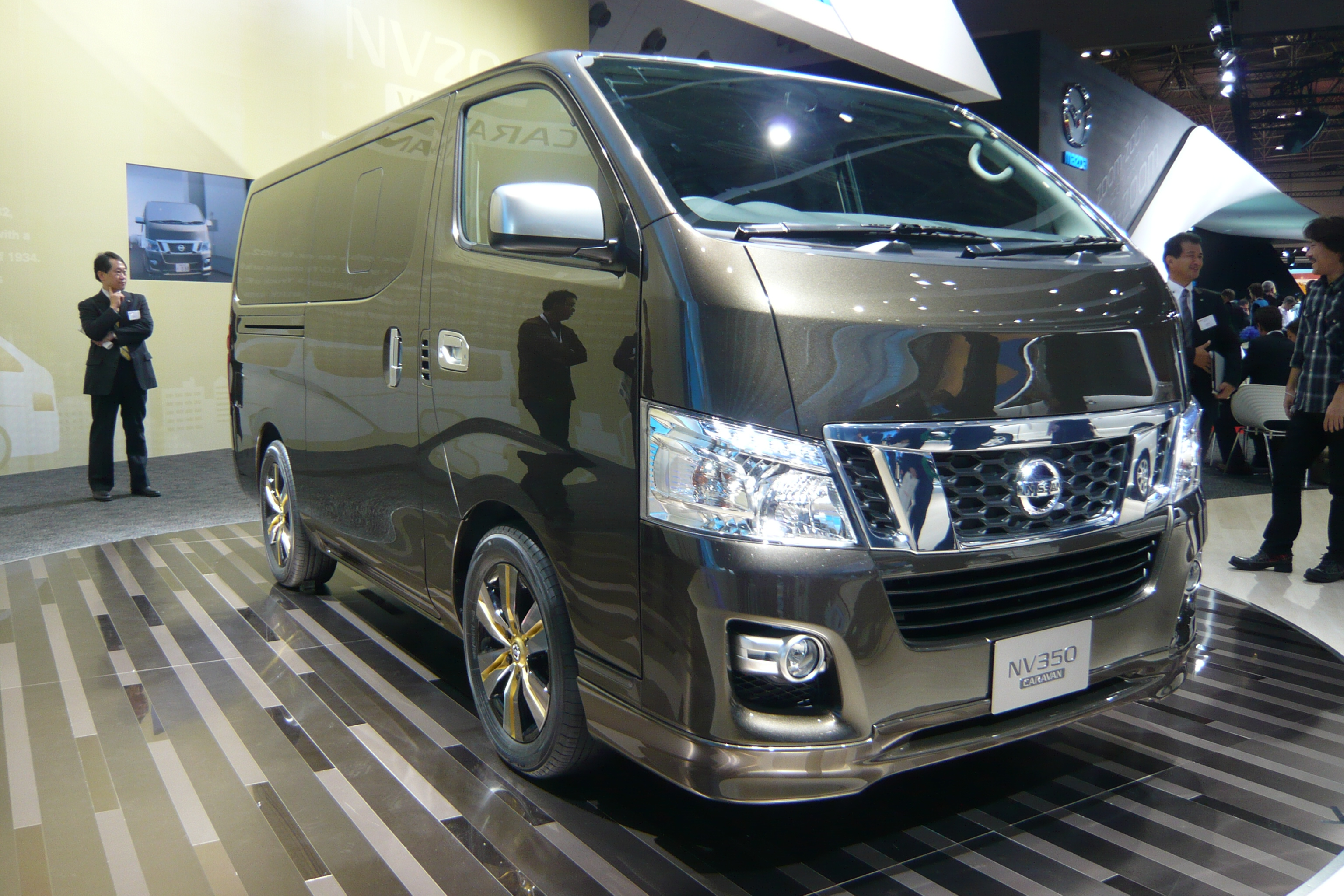 Nissan NV350 Caravan 2012 - now Minivan #6