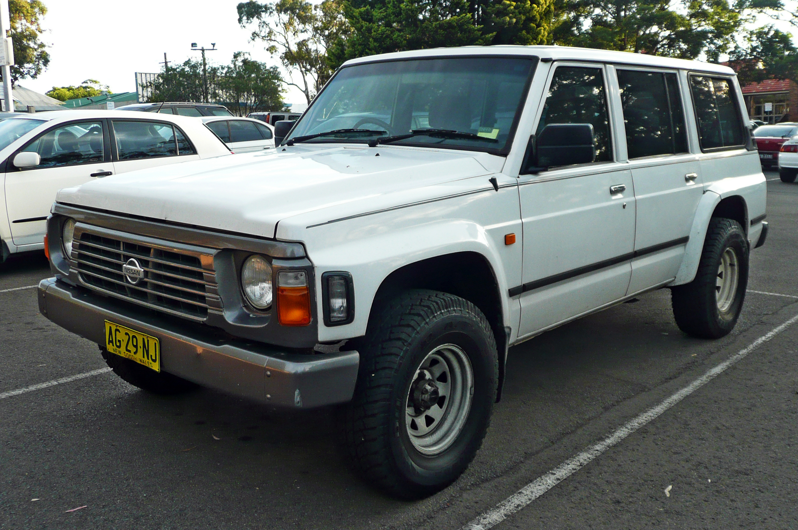 Nissan Safari IV (Y60) 1989 - 1997 SUV 5 door #2