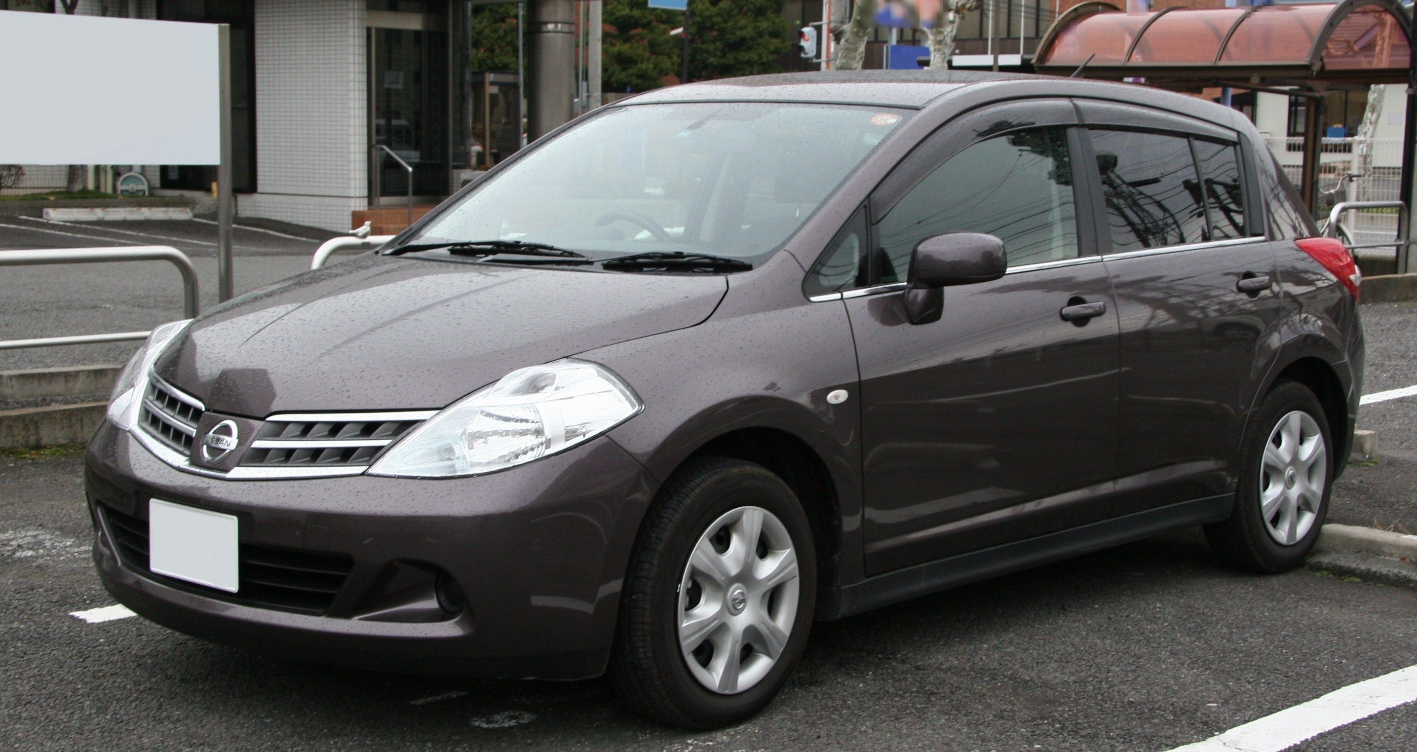 Nissan Tiida I 2004 - 2012 Sedan #3