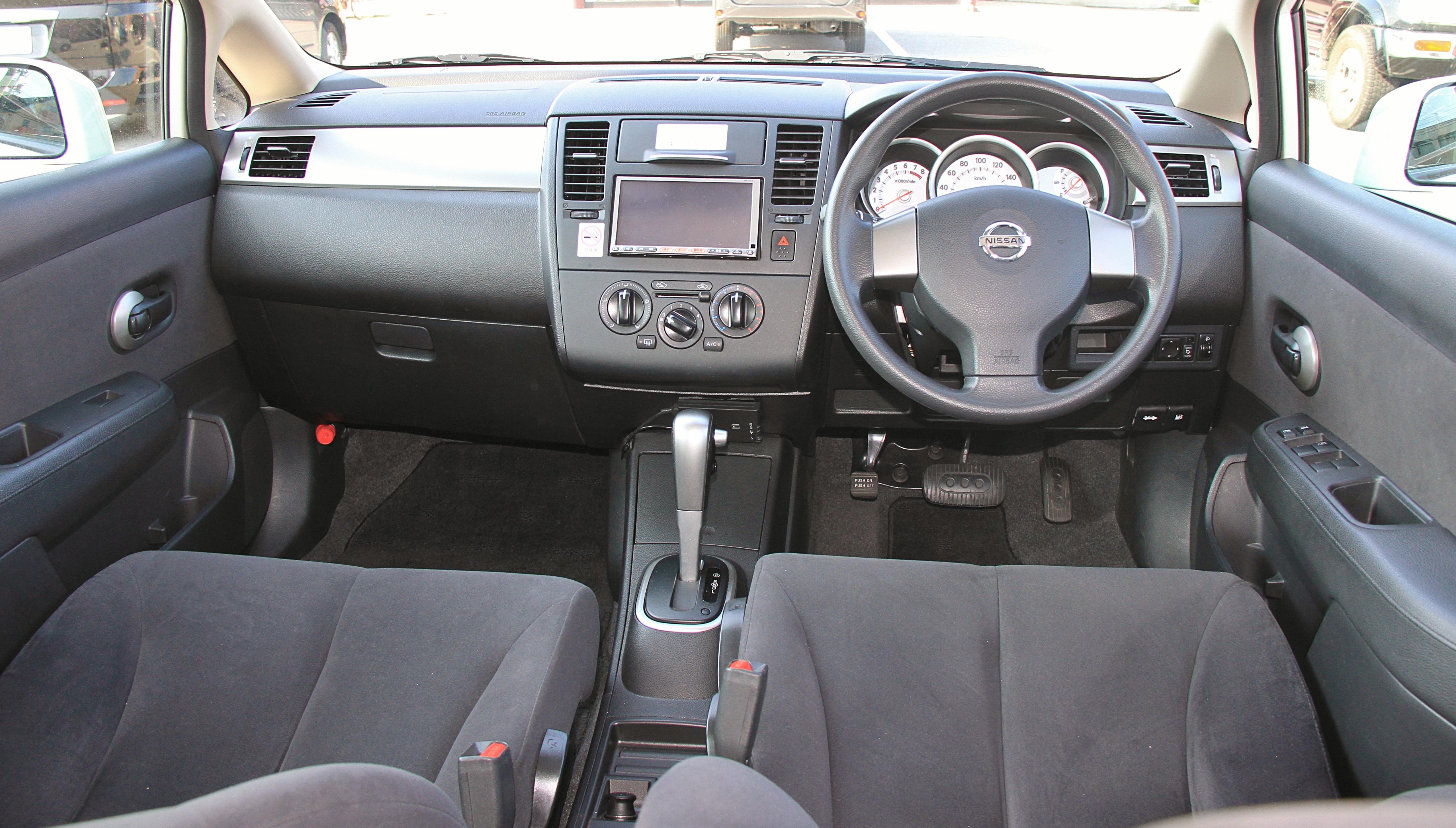 Nissan Tiida I 2004 - 2012 Sedan #5