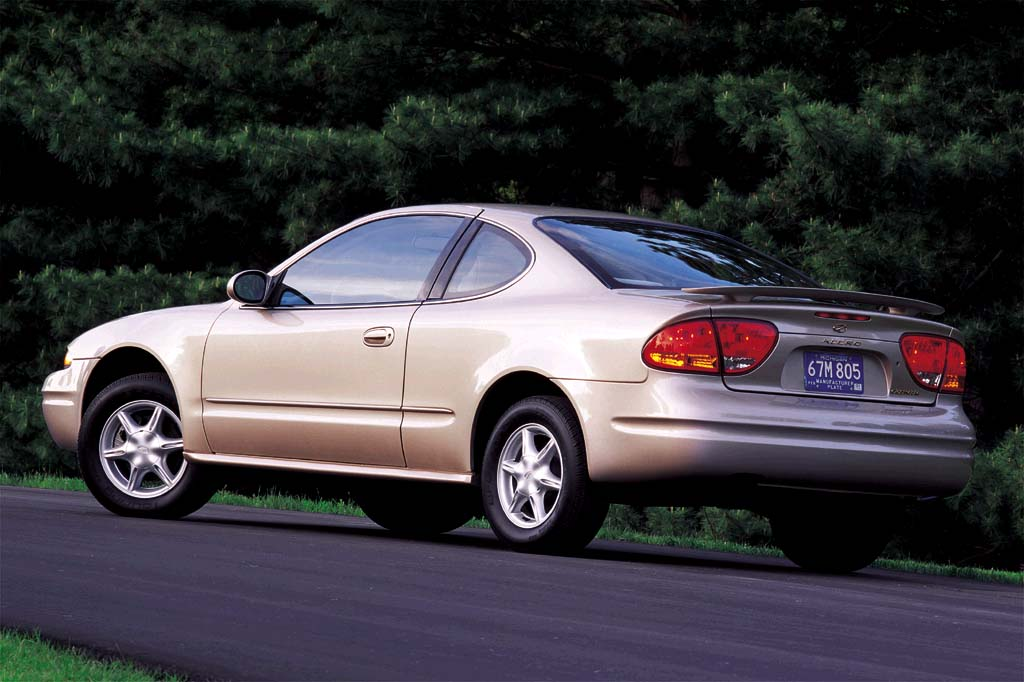 oldsmobile aurora ii 1999 2003 sedan outstanding cars. Black Bedroom Furniture Sets. Home Design Ideas