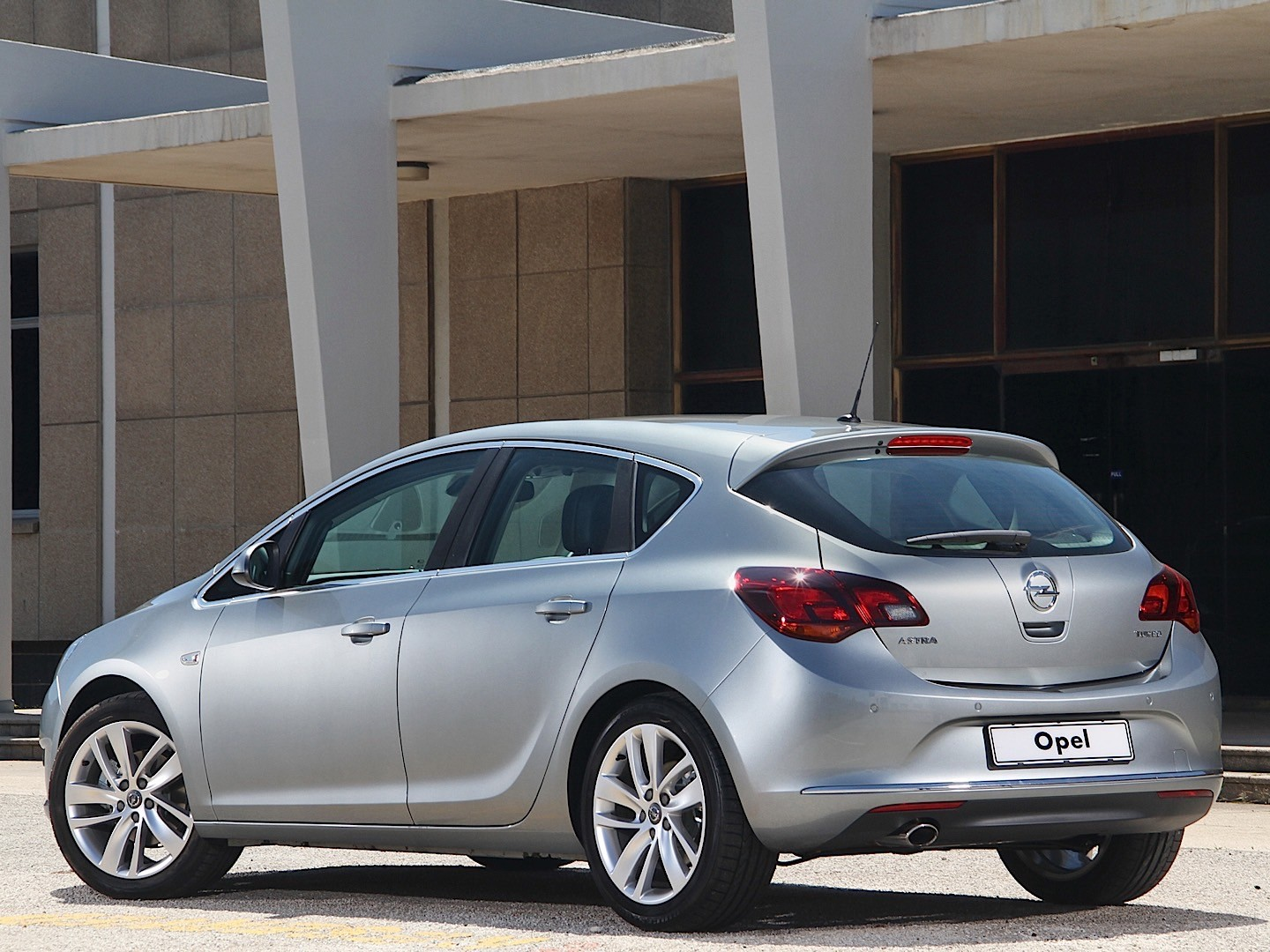 Opel Astra J 2009 - 2012 Hatchback 5 door #5 & Opel Astra J 2009 - 2012 Hatchback 5 door :: OUTSTANDING CARS