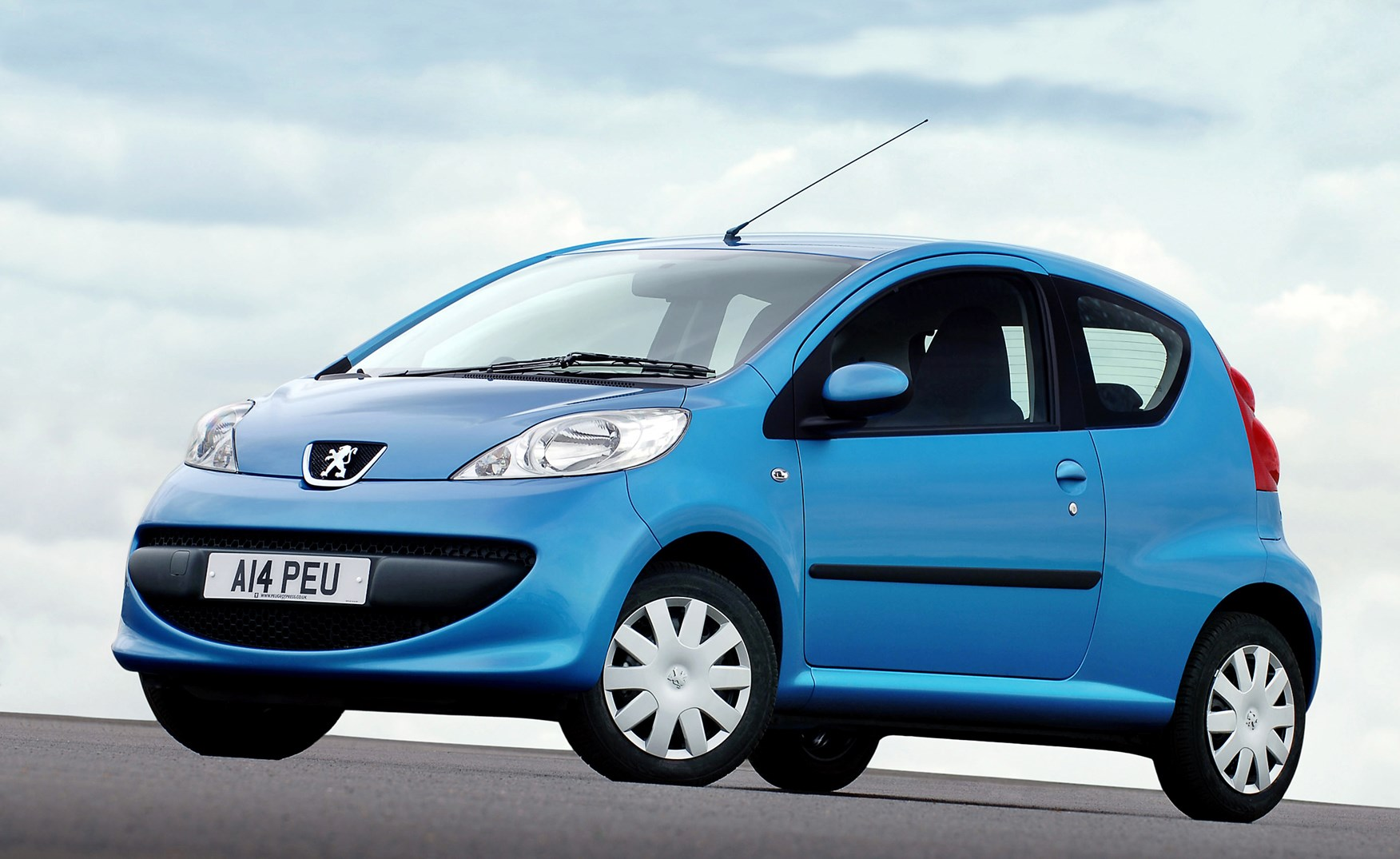 Peugeot 107 I Restyling 2009 - 2012 Hatchback 3 door #2