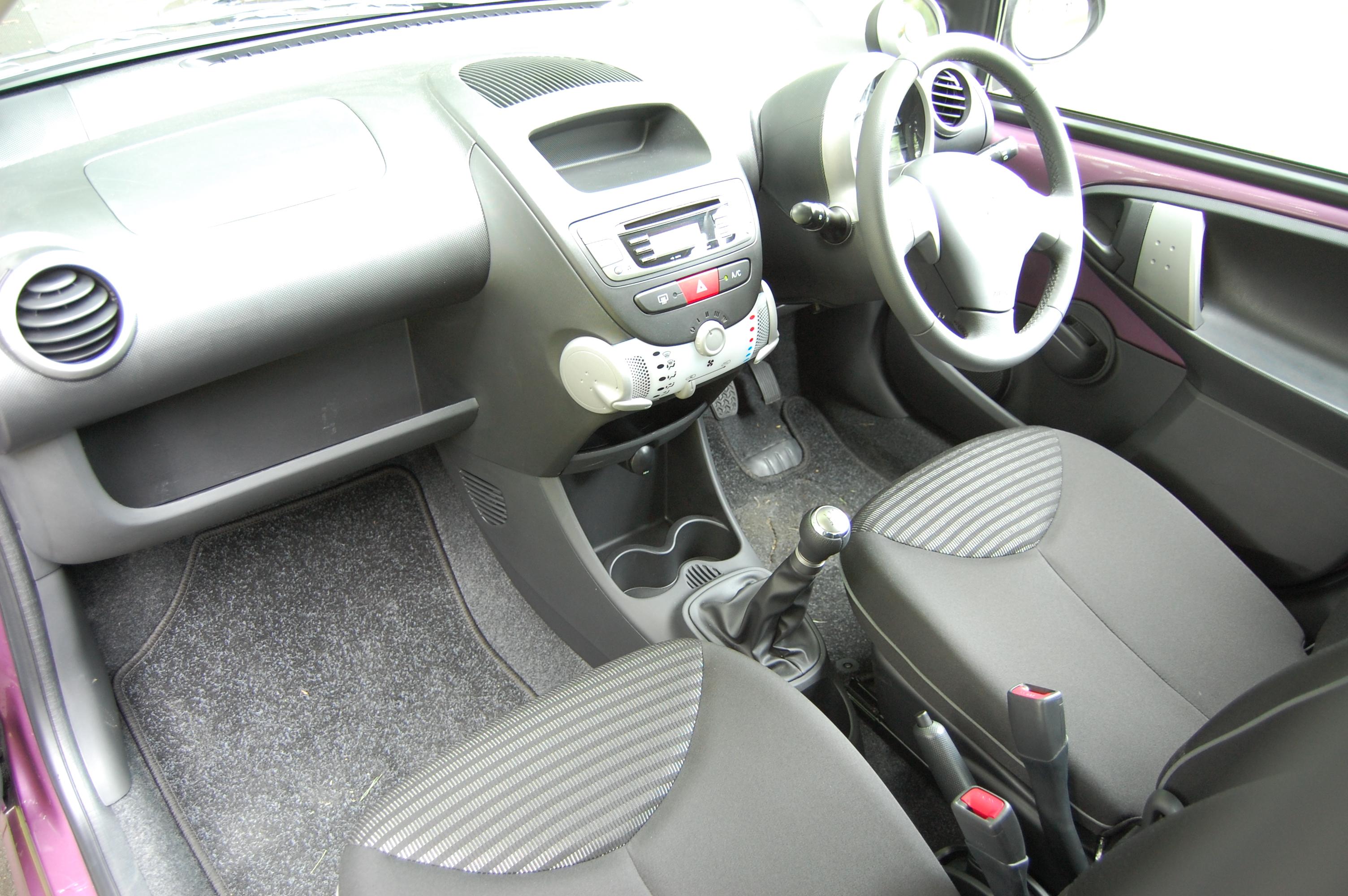 Peugeot 107 I Restyling 2009 - 2012 Hatchback 5 door #5