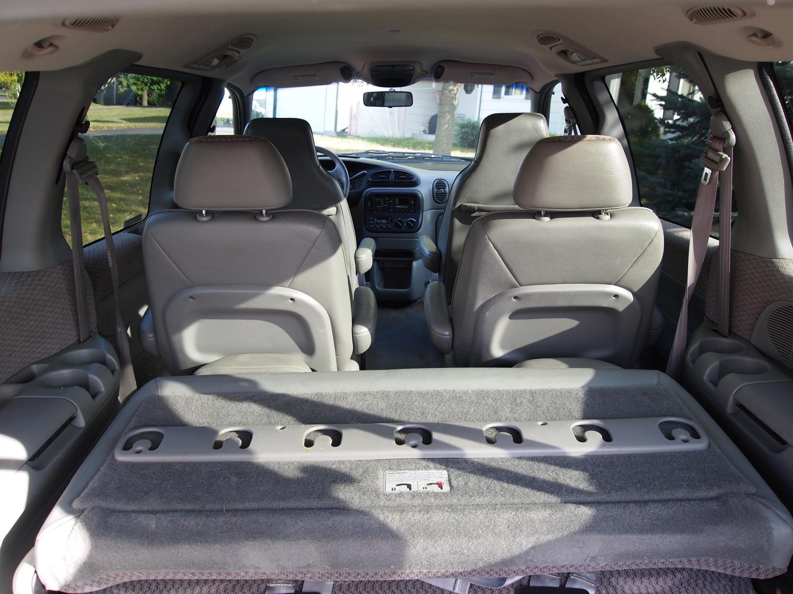Plymouth Voyager III 1995 - 2000 Minivan #3